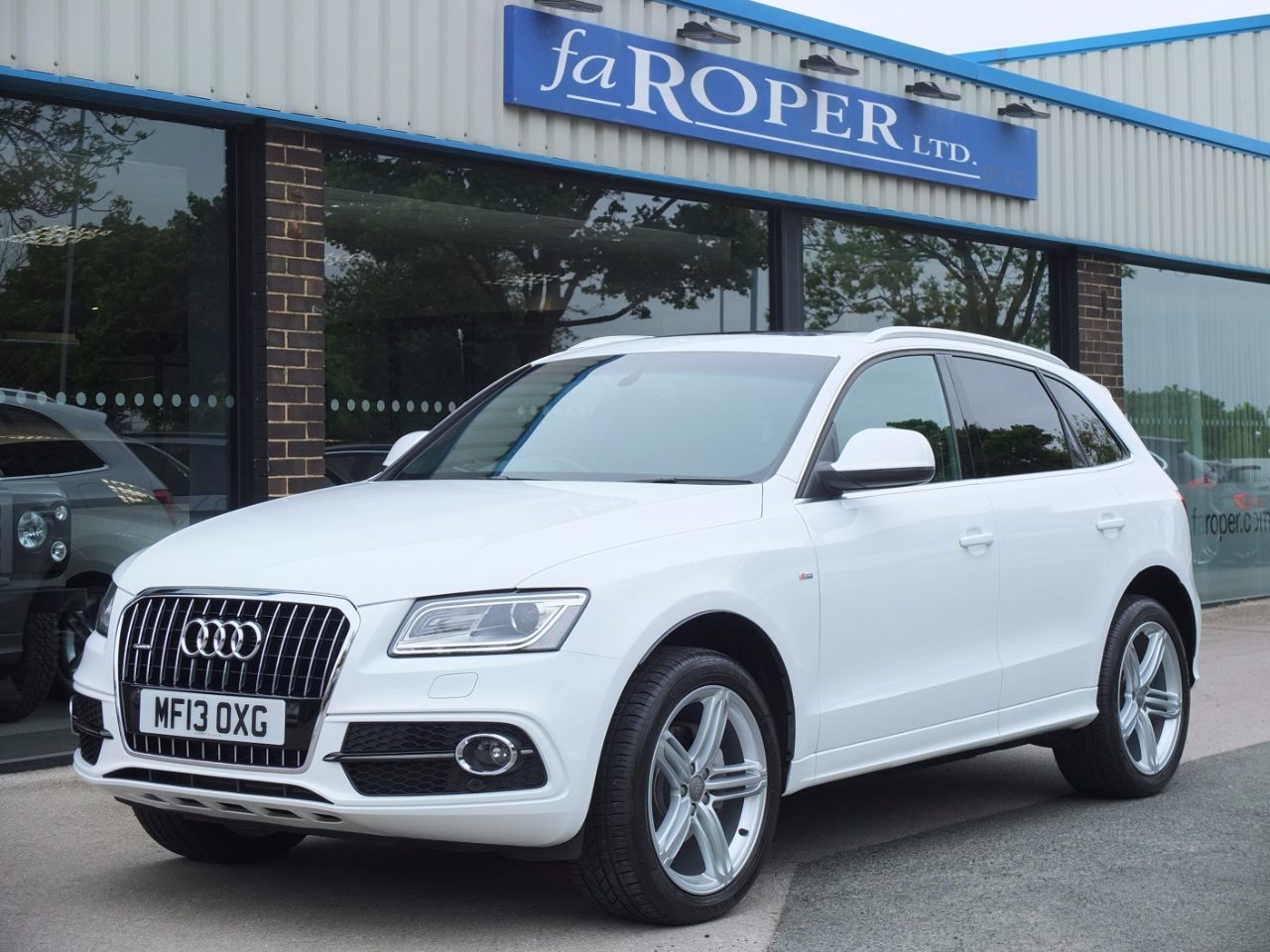 Audi Q5 2.0 TDI quattro S Line Plus S Tronic 177ps Estate Diesel Ibis WhiteAudi Q5 2.0 TDI quattro S Line Plus S Tronic 177ps Estate Diesel Ibis White at fa Roper Ltd Bradford