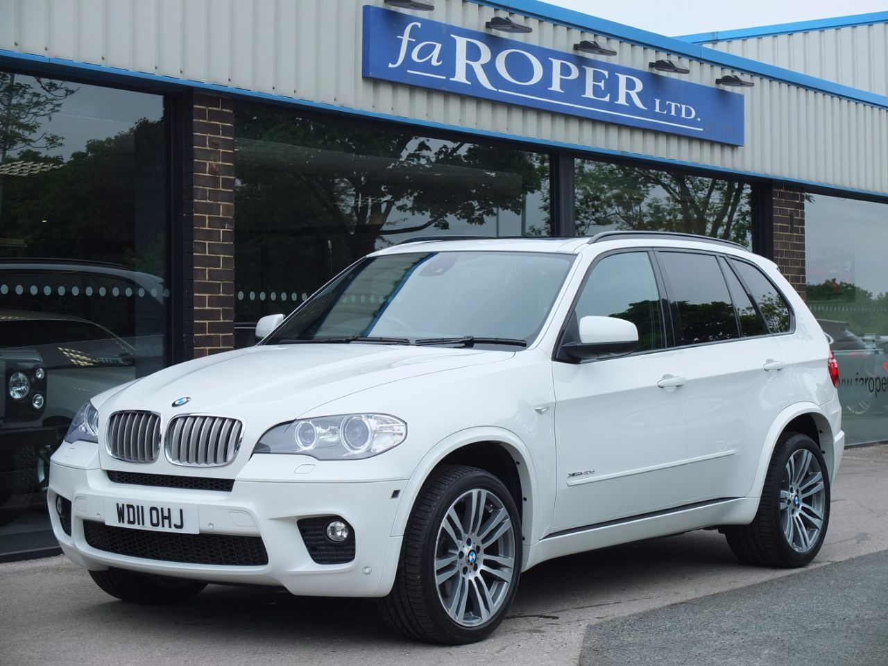 BMW X5 3.0 xDrive40d M Sport Auto (Pan Roof ++++Spec) Estate Diesel Alpine WhiteBMW X5 3.0 xDrive40d M Sport Auto (Pan Roof ++++Spec) Estate Diesel Alpine White at fa Roper Ltd Bradford