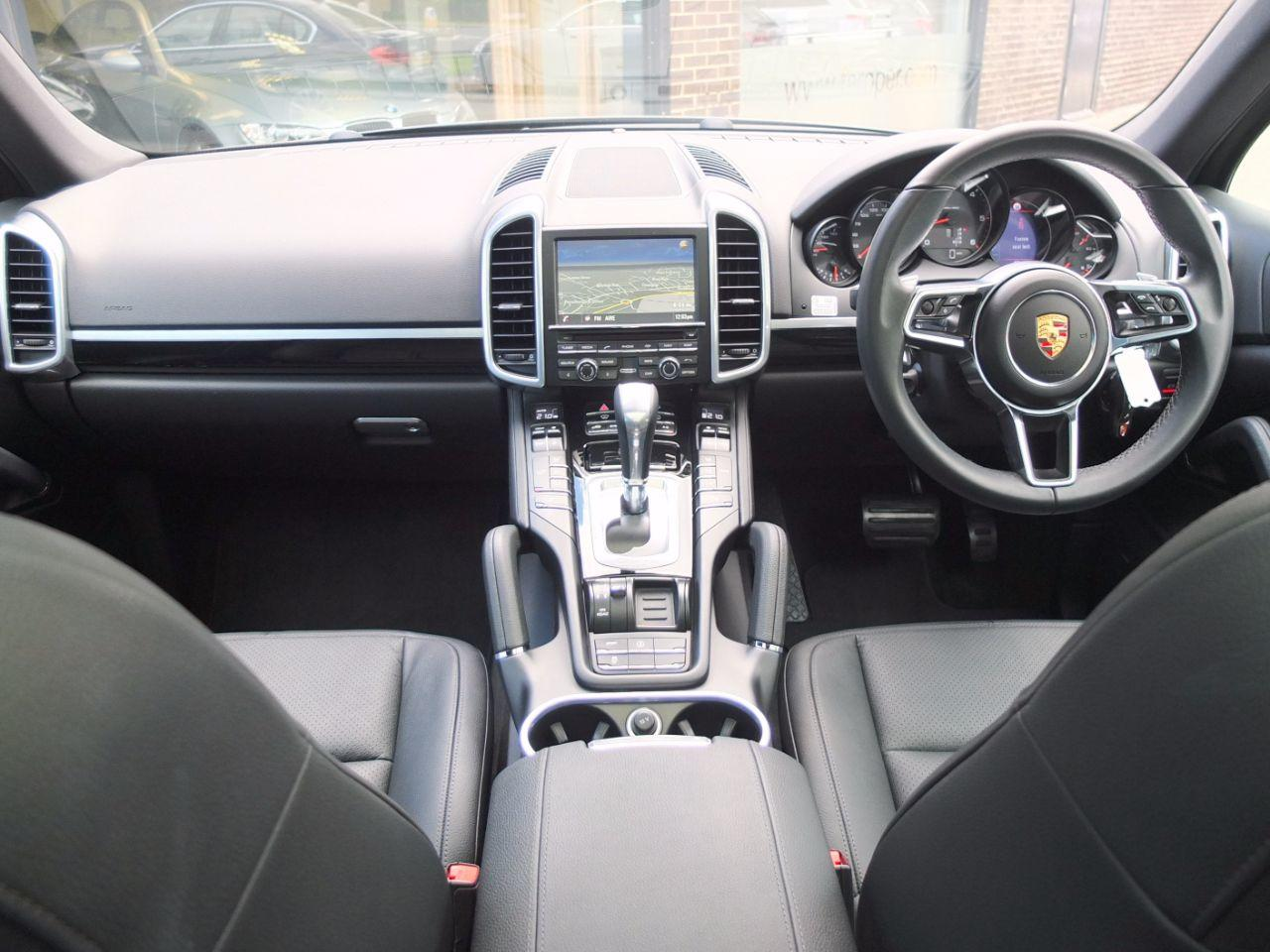 Porsche Cayenne 3.0 Diesel Tiptronic S (Facelift Model, Panoramic Roof +++Spec) Estate Diesel Jet Black Metallic