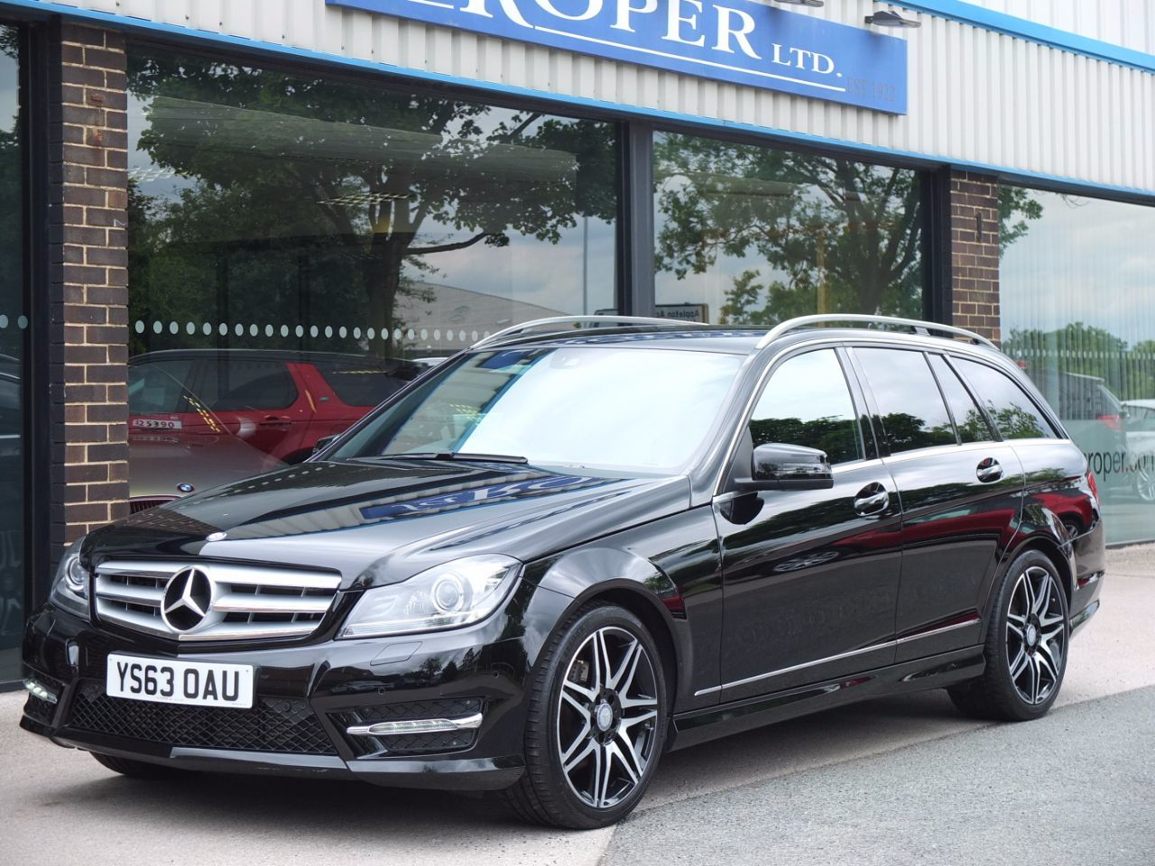 Mercedes-Benz C Class 2.1 C220 CDI BlueEFFICIENCY AMG Sport Plus Estate Auto Estate Diesel Obsidian Black MetallicMercedes-Benz C Class 2.1 C220 CDI BlueEFFICIENCY AMG Sport Plus Estate Auto Estate Diesel Obsidian Black Metallic at fa Roper Ltd Bradford
