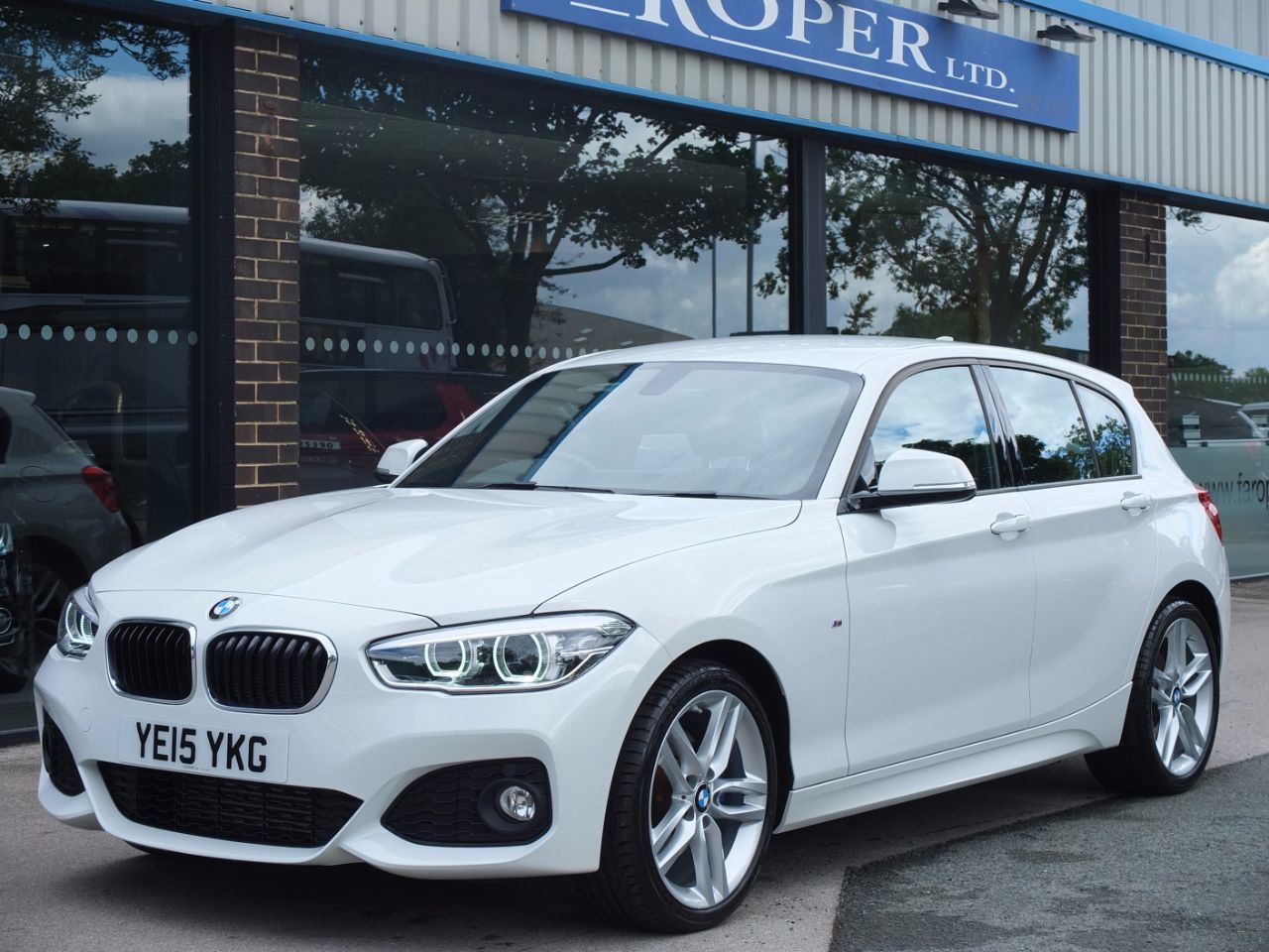 BMW 1 Series 2.0 125d M Sport 5 door Auto (Leather, Media Pack Professional) Hatchback Diesel Alpine WhiteBMW 1 Series 2.0 125d M Sport 5 door Auto (Leather, Media Pack Professional) Hatchback Diesel Alpine White at fa Roper Ltd Bradford