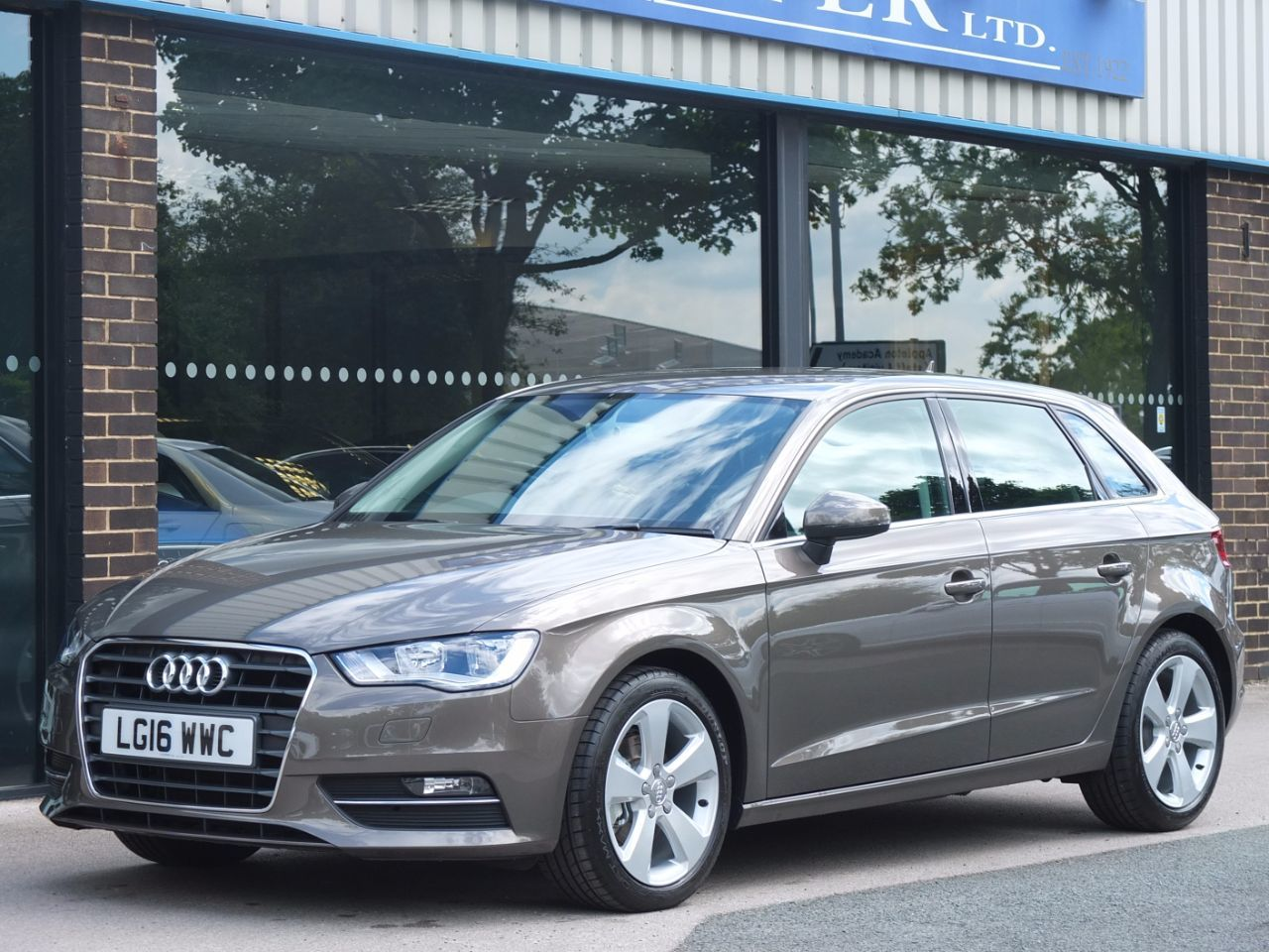 second hand audi a3 sportback 1 6 tdi 110ps sport s tronic sat nav for sale in bradford west. Black Bedroom Furniture Sets. Home Design Ideas