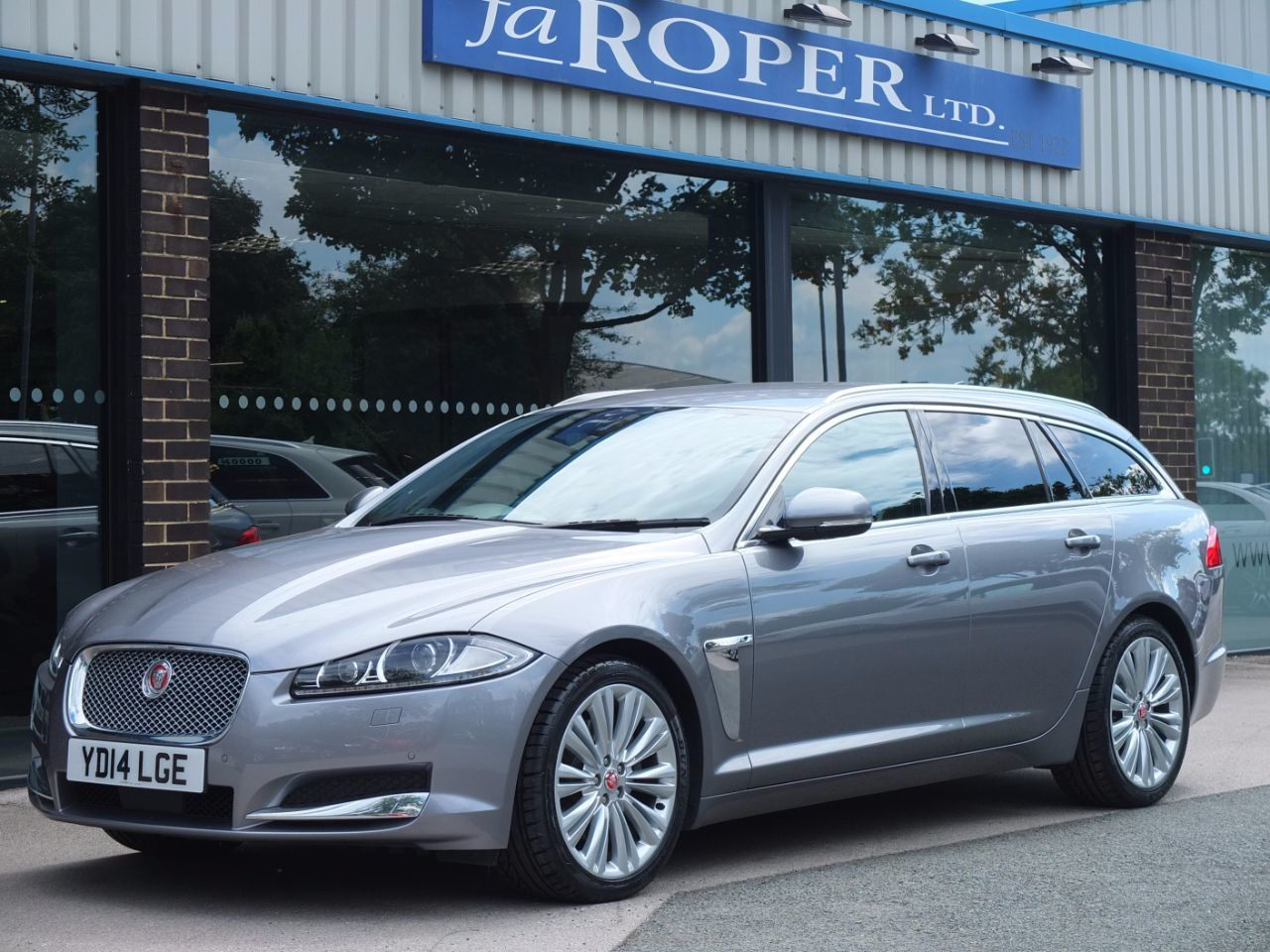 Jaguar XF 2.2d [200ps] Portfolio Sportbrake Auto Estate Diesel Luna Grey Metallic