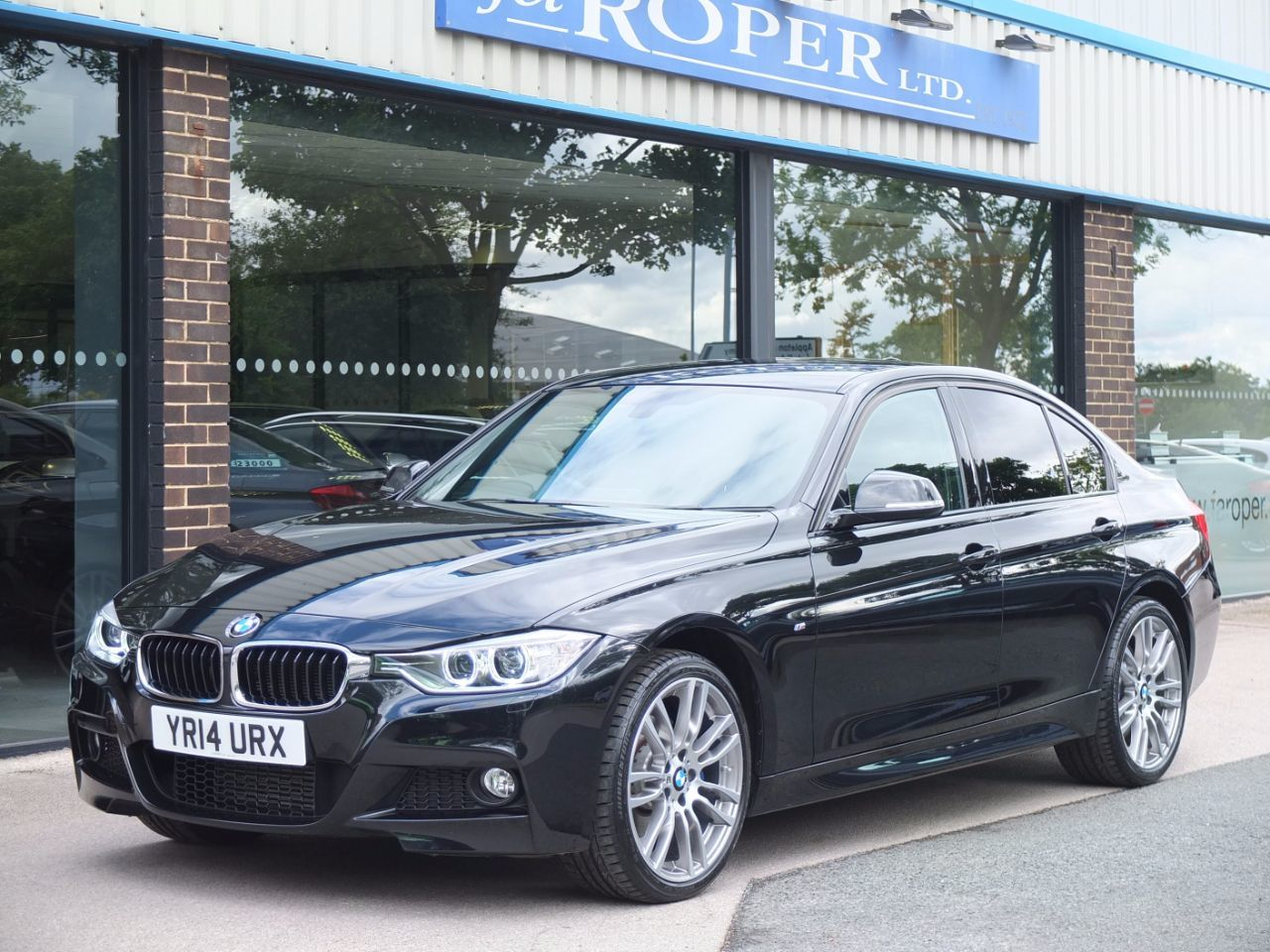 BMW 3 Series 2.0 320d xDrive M Sport (Media Pack, M Sport Plus) Saloon Diesel Black Sapphire MetallicBMW 3 Series 2.0 320d xDrive M Sport (Media Pack, M Sport Plus) Saloon Diesel Black Sapphire Metallic at fa Roper Ltd Bradford