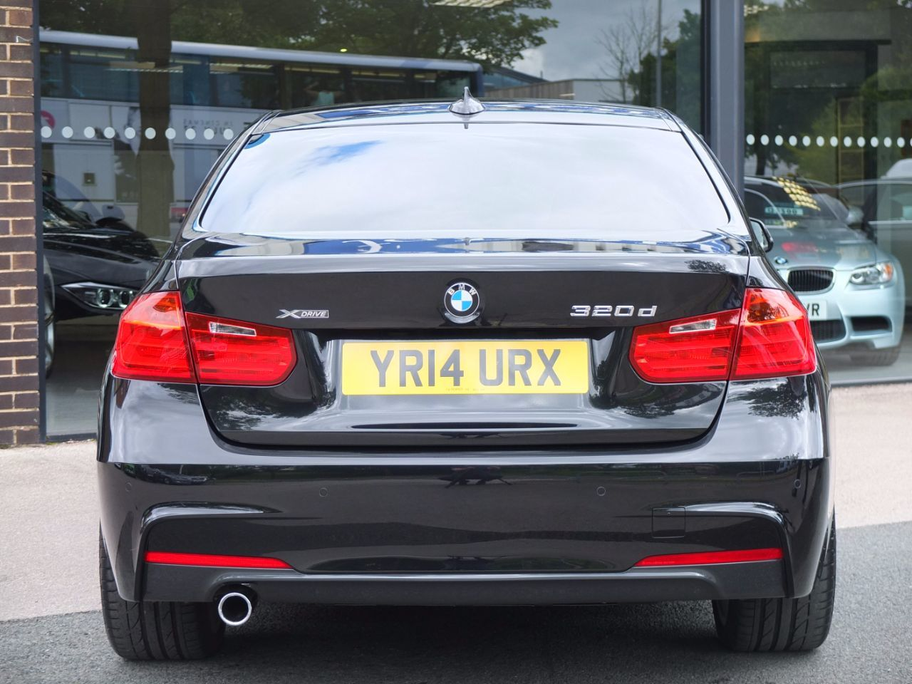 BMW 3 Series 2.0 320d xDrive M Sport (Media Pack, M Sport Plus) Saloon Diesel Black Sapphire Metallic