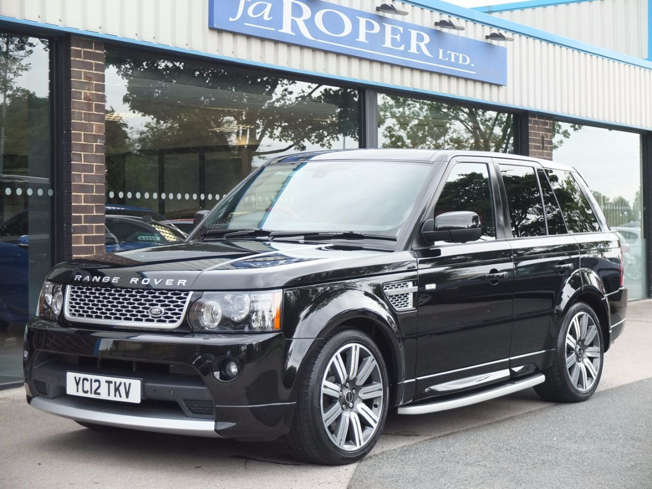 Land Rover Range Rover Sport 3.0 SDV6 Autobiography Sport Auto (Rear Media) Estate Diesel Santorini BlackLand Rover Range Rover Sport 3.0 SDV6 Autobiography Sport Auto (Rear Media) Estate Diesel Santorini Black at fa Roper Ltd Bradford