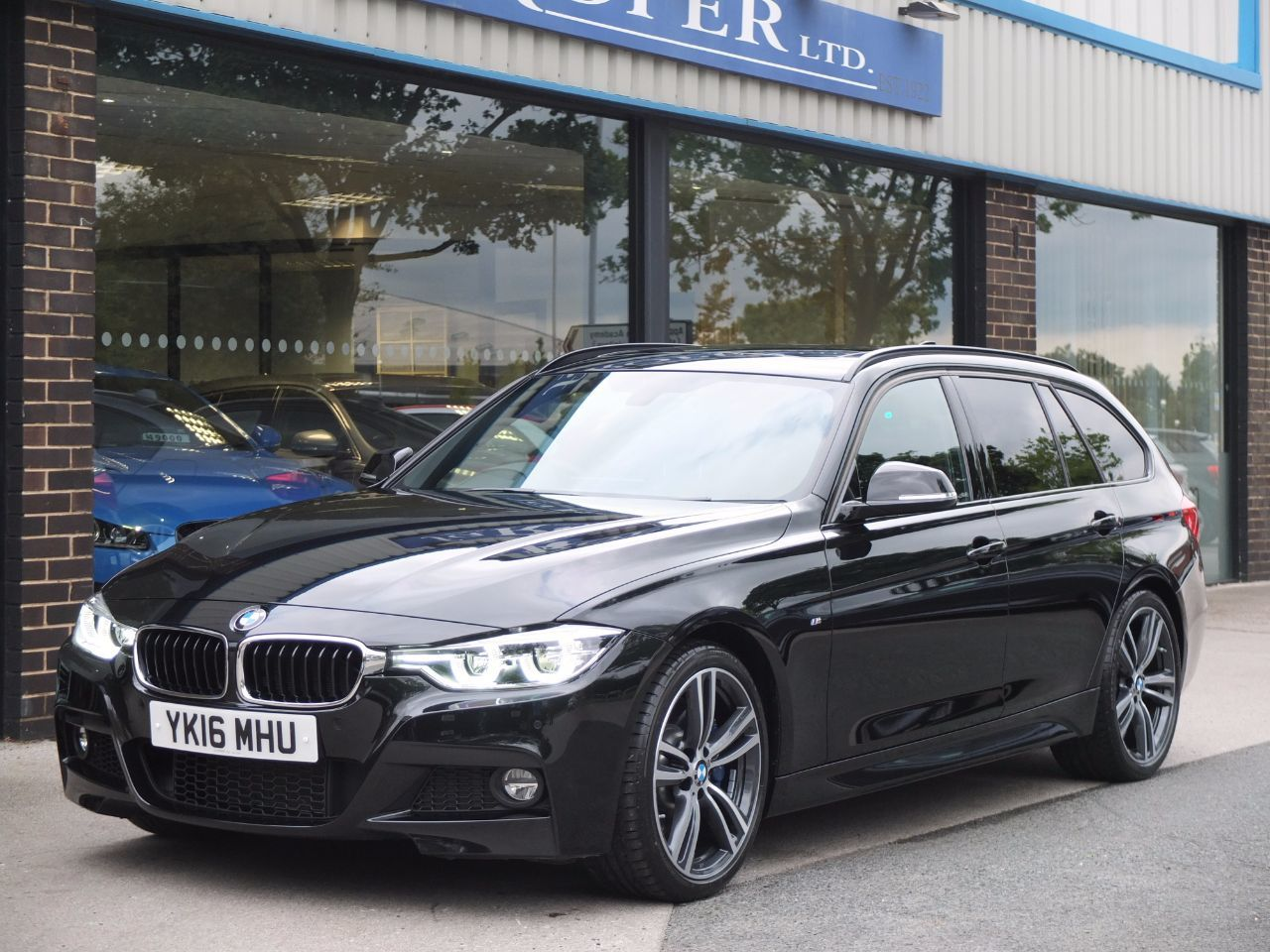 BMW 3 Series 3.0 340i M Sport Plus Pack Touring Auto Estate Petrol Black Sapphire MetallicBMW 3 Series 3.0 340i M Sport Plus Pack Touring Auto Estate Petrol Black Sapphire Metallic at fa Roper Ltd Bradford
