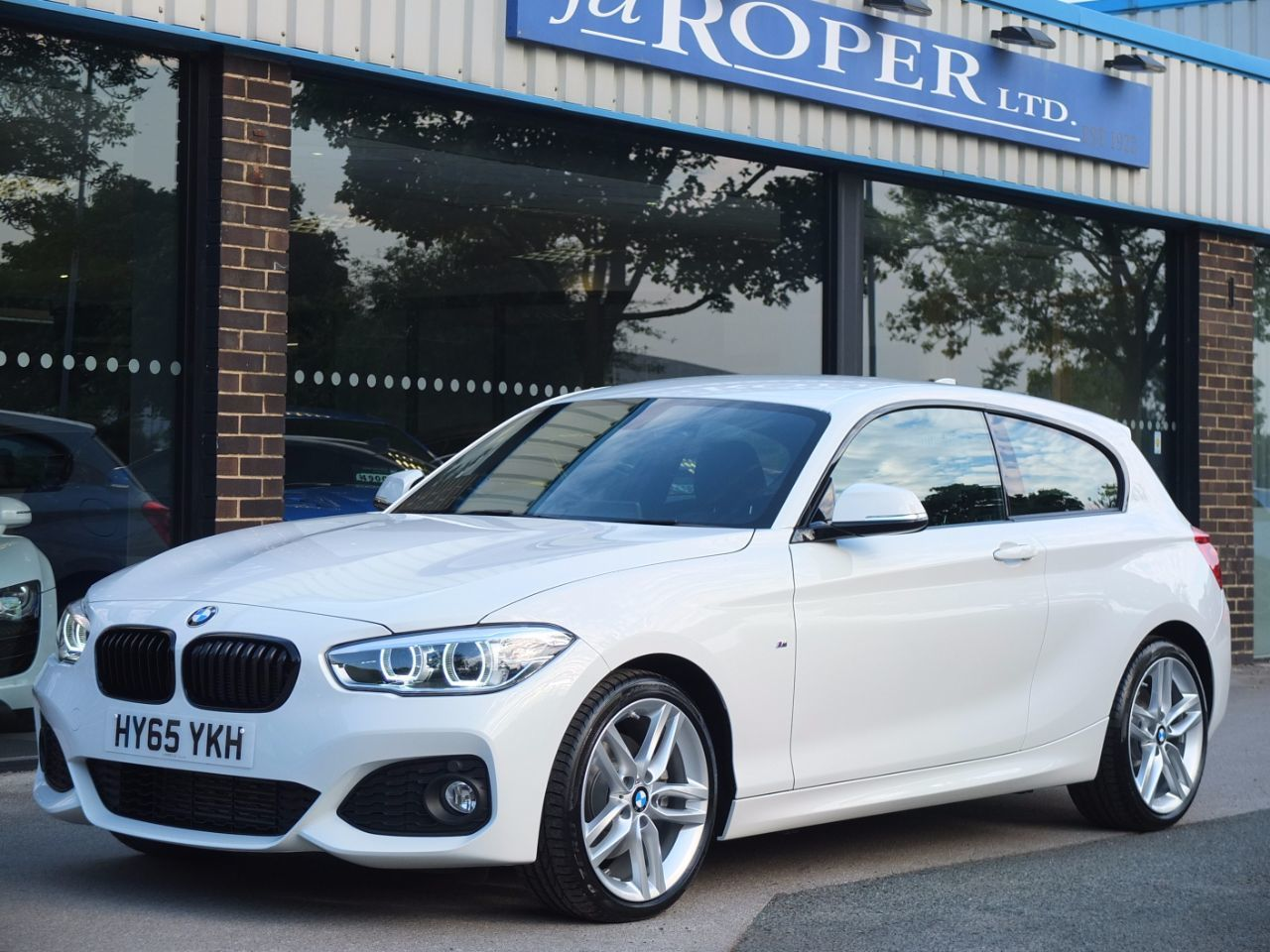 BMW 1 Series 2.0 125d M Sport 3 door Auto +++Spec Hatchback Diesel Alpine WhiteBMW 1 Series 2.0 125d M Sport 3 door Auto +++Spec Hatchback Diesel Alpine White at fa Roper Ltd Bradford