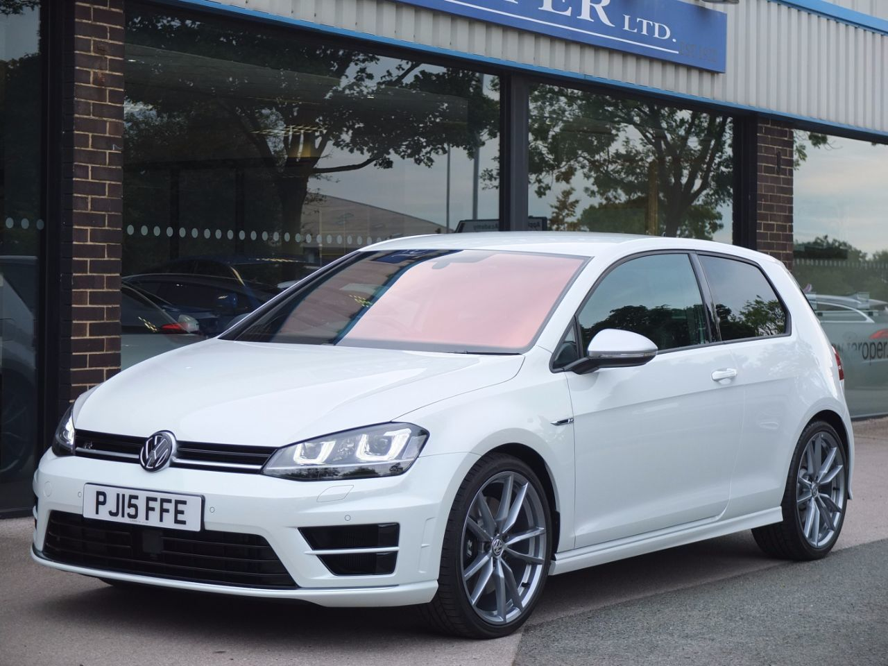 Volkswagen Golf 2.0 TSI R 4MOTION DSG 3 Door (+++Spec) Hatchback Petrol Oryx White Special OrderVolkswagen Golf 2.0 TSI R 4MOTION DSG 3 Door (+++Spec) Hatchback Petrol Oryx White Special Order at fa Roper Ltd Bradford