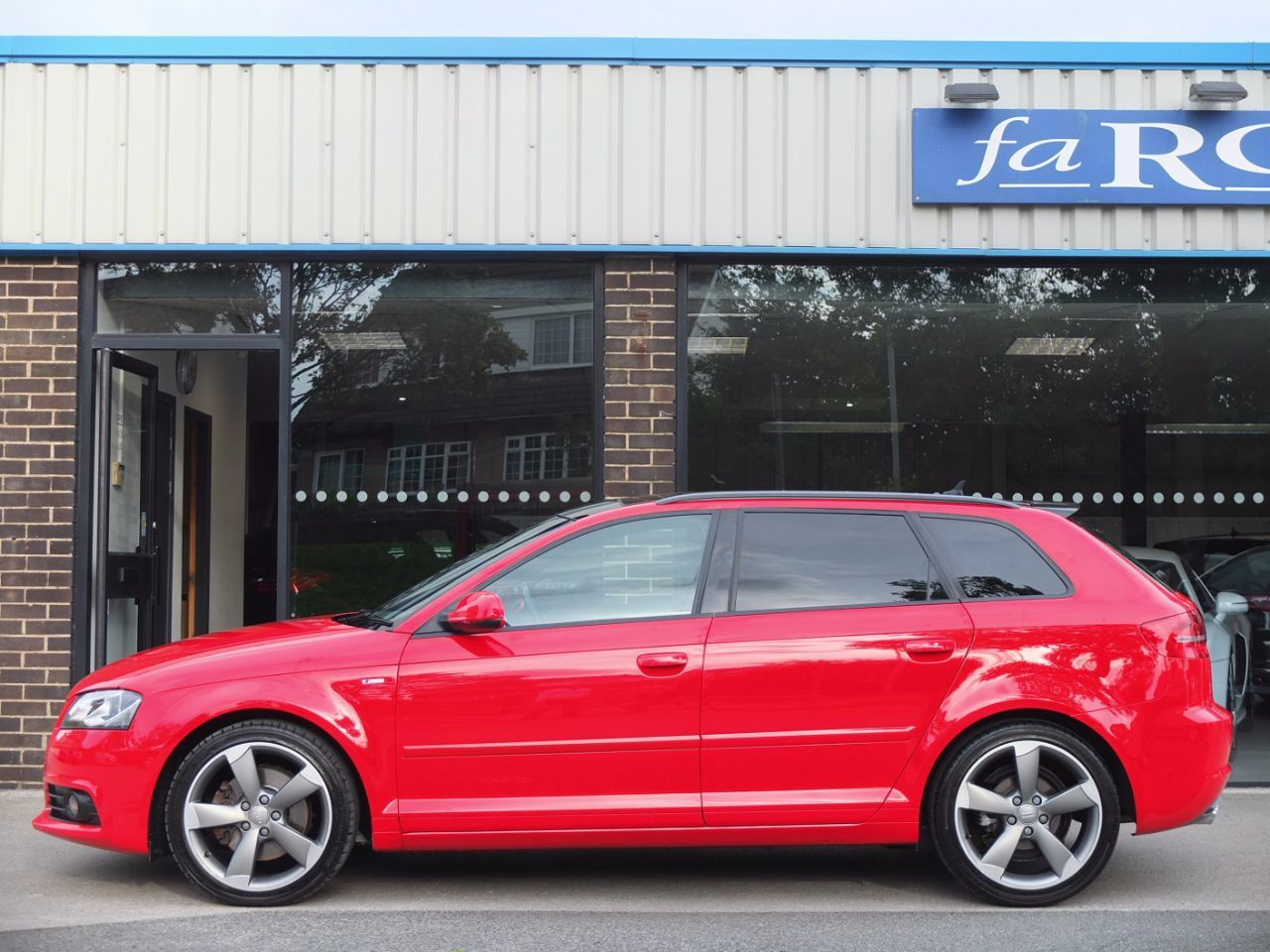 Audi A3 Sportback 2.0 TDI 170 Black Edition (Satellite Navigation/Pan Roof) Hatchback Diesel Brilliant Red
