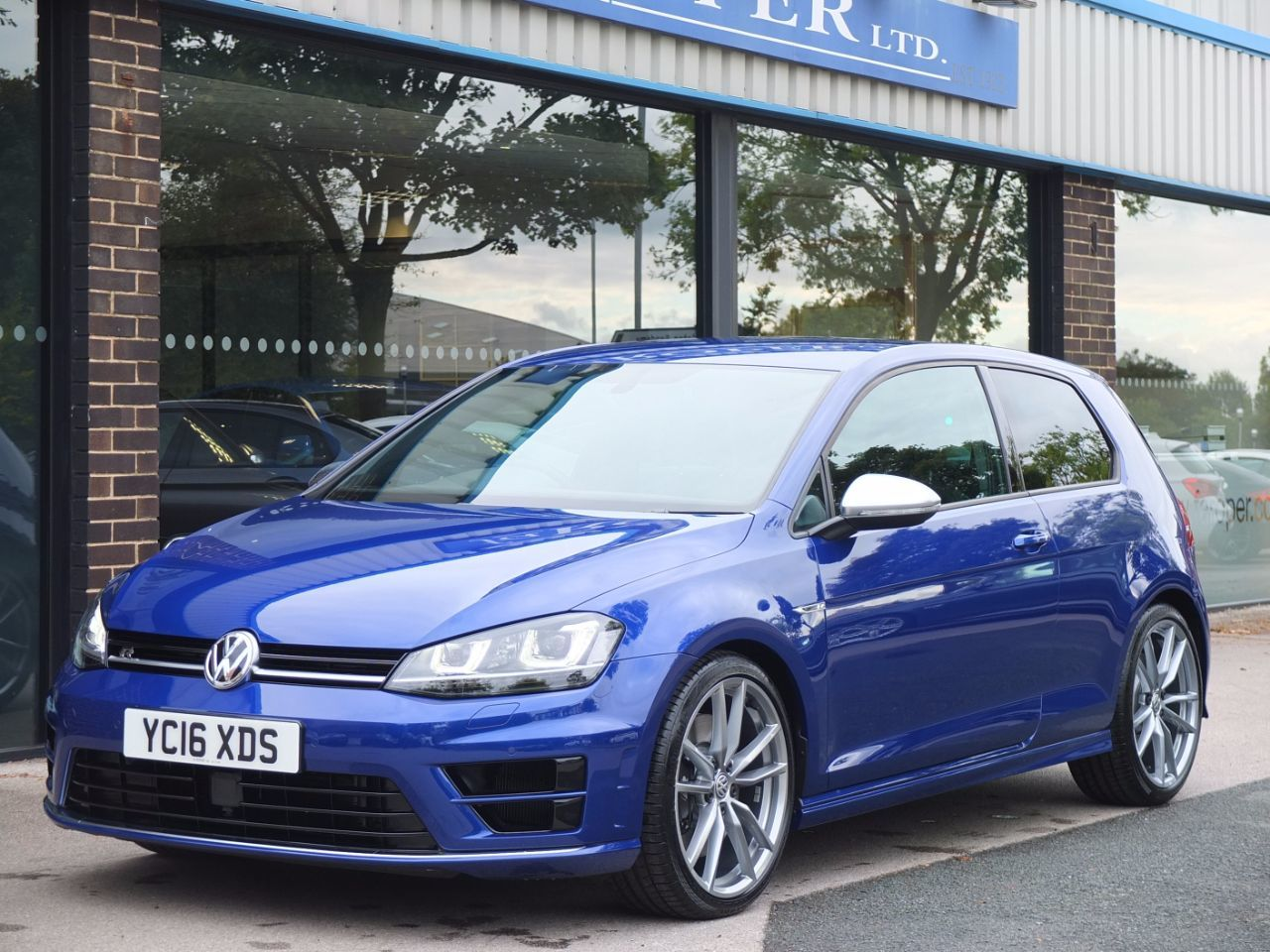 Volkswagen Golf 2.0 TSI R 3 door DSG Hatchback Petrol Lapiz Blue MetallicVolkswagen Golf 2.0 TSI R 3 door DSG Hatchback Petrol Lapiz Blue Metallic at fa Roper Ltd Bradford