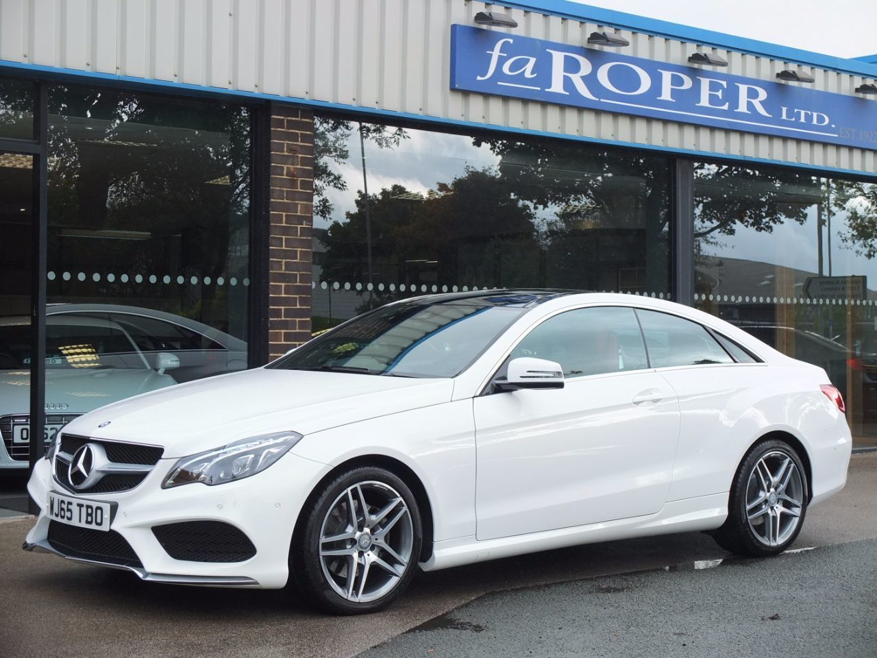 Mercedes-Benz E Class 2.1 E220 BlueTEC AMG Line Coupe 7G-Tronic Coupe Diesel Polar White