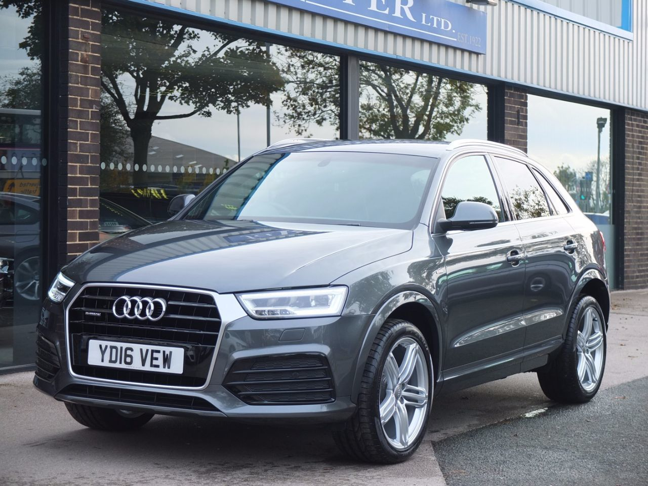 second hand audi q3 2 0 tdi quattro s line plus s tronic. Black Bedroom Furniture Sets. Home Design Ideas