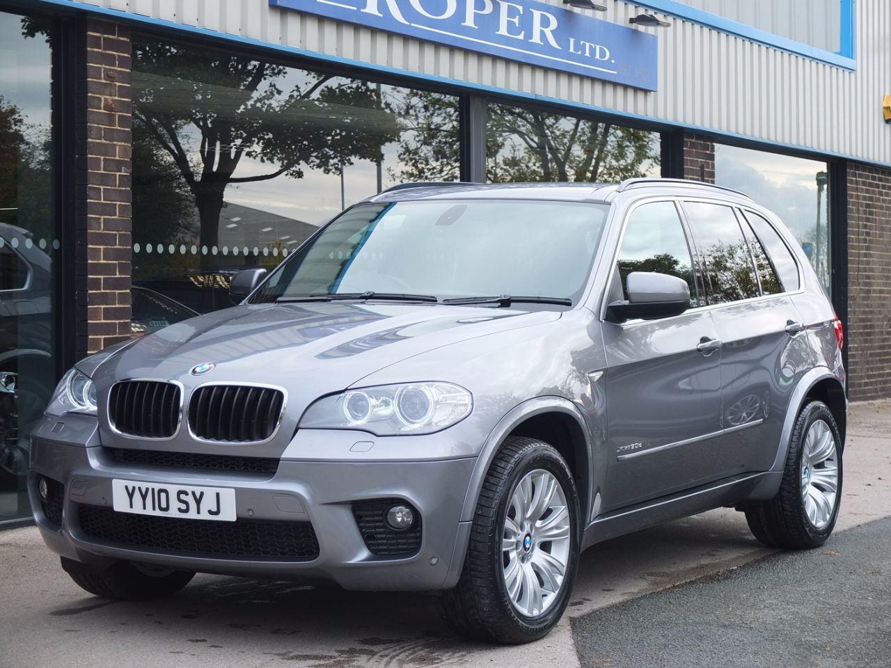 BMW X5 3.0 xDrive30d M Sport Auto Facelift Estate Diesel Space Grey MetallicBMW X5 3.0 xDrive30d M Sport Auto Facelift Estate Diesel Space Grey Metallic at fa Roper Ltd Bradford