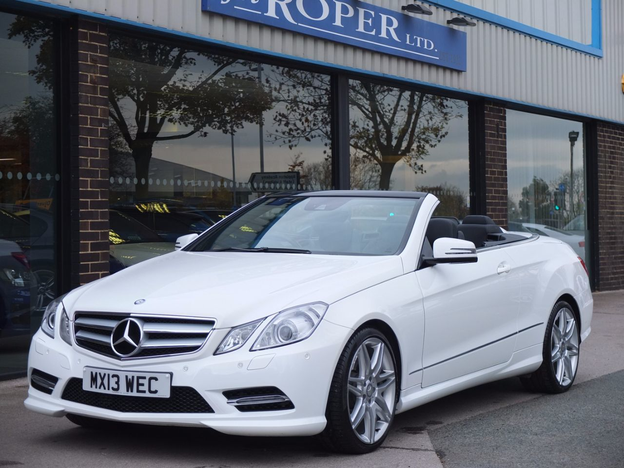 Mercedes-Benz E Class 3.0 E350 CDI BlueEFFICIENCY [265] Sport Convertible Auto Convertible Diesel Polar WhiteMercedes-Benz E Class 3.0 E350 CDI BlueEFFICIENCY [265] Sport Convertible Auto Convertible Diesel Polar White at fa Roper Ltd Bradford