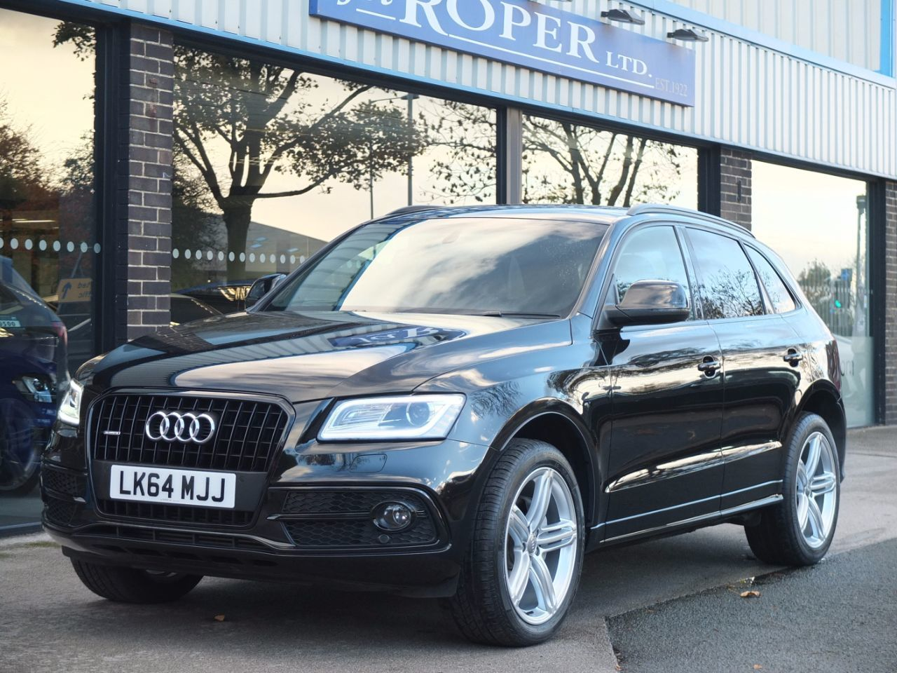 Audi Q5 2.0 TDI quattro S Line Plus 177ps S tronic Estate Diesel Mythos Black MetallicAudi Q5 2.0 TDI quattro S Line Plus 177ps S tronic Estate Diesel Mythos Black Metallic at fa Roper Ltd Bradford