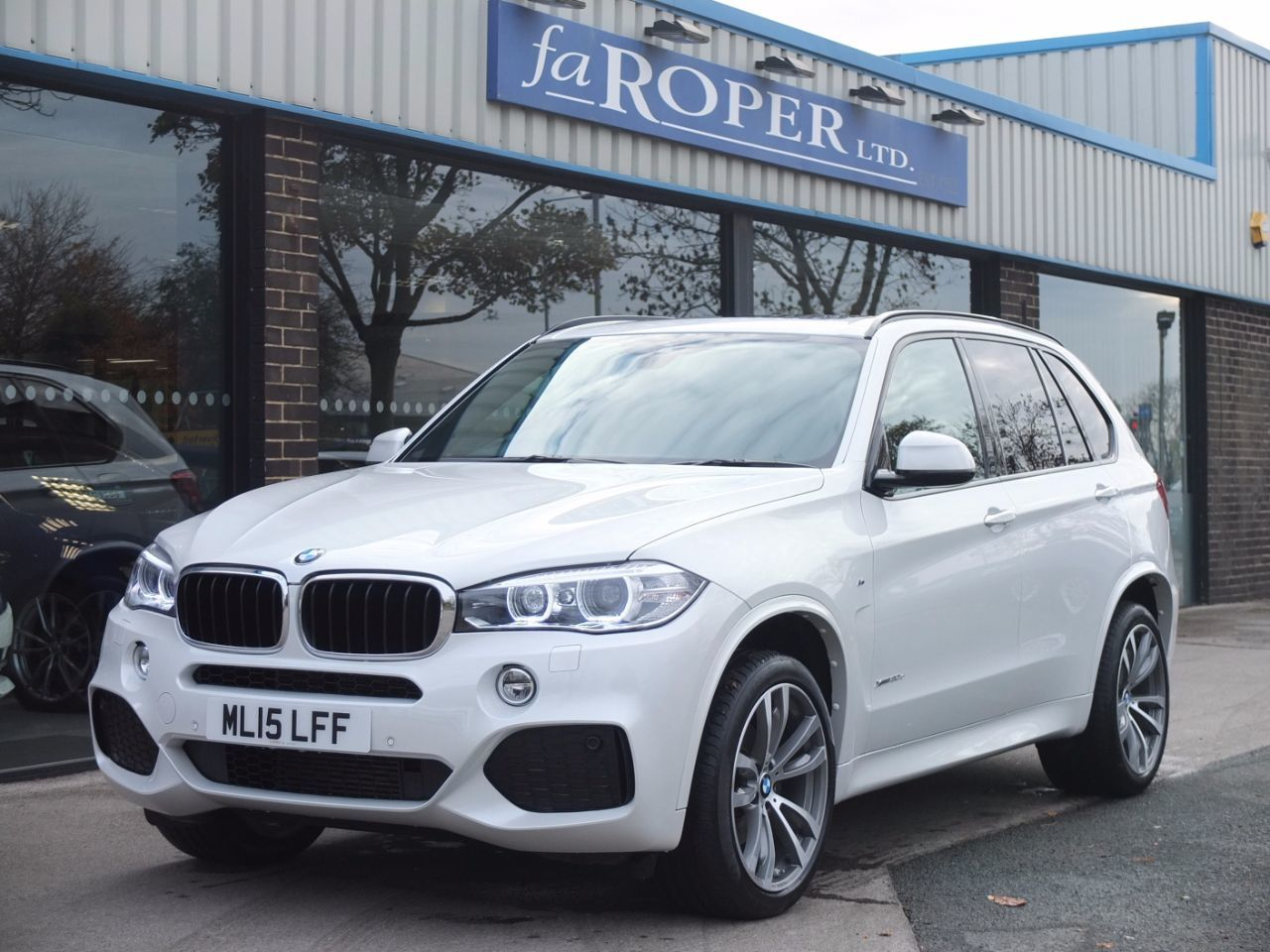 BMW X5 3.0 xDrive30d M Sport Auto Estate Diesel Mineral White MetallicBMW X5 3.0 xDrive30d M Sport Auto Estate Diesel Mineral White Metallic at fa Roper Ltd Bradford