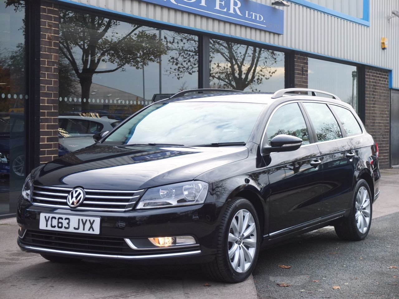 second hand volkswagen passat 2 0 tdi bluemotion tech estate highline 140ps for sale in bradford. Black Bedroom Furniture Sets. Home Design Ideas