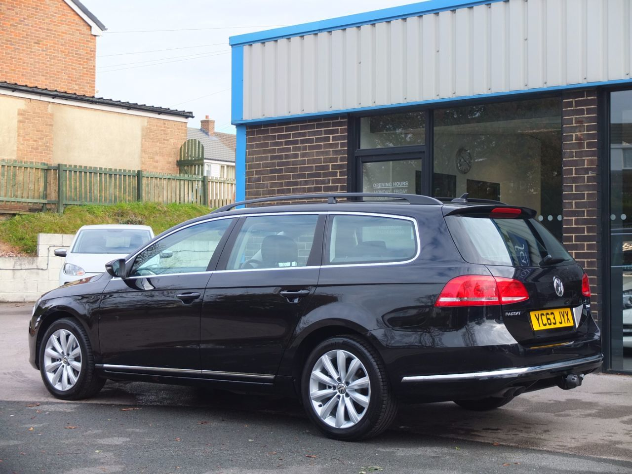 Volkswagen Passat 2.0 TDI Bluemotion Tech Estate Highline 140ps Estate Diesel Deep Black Pearl