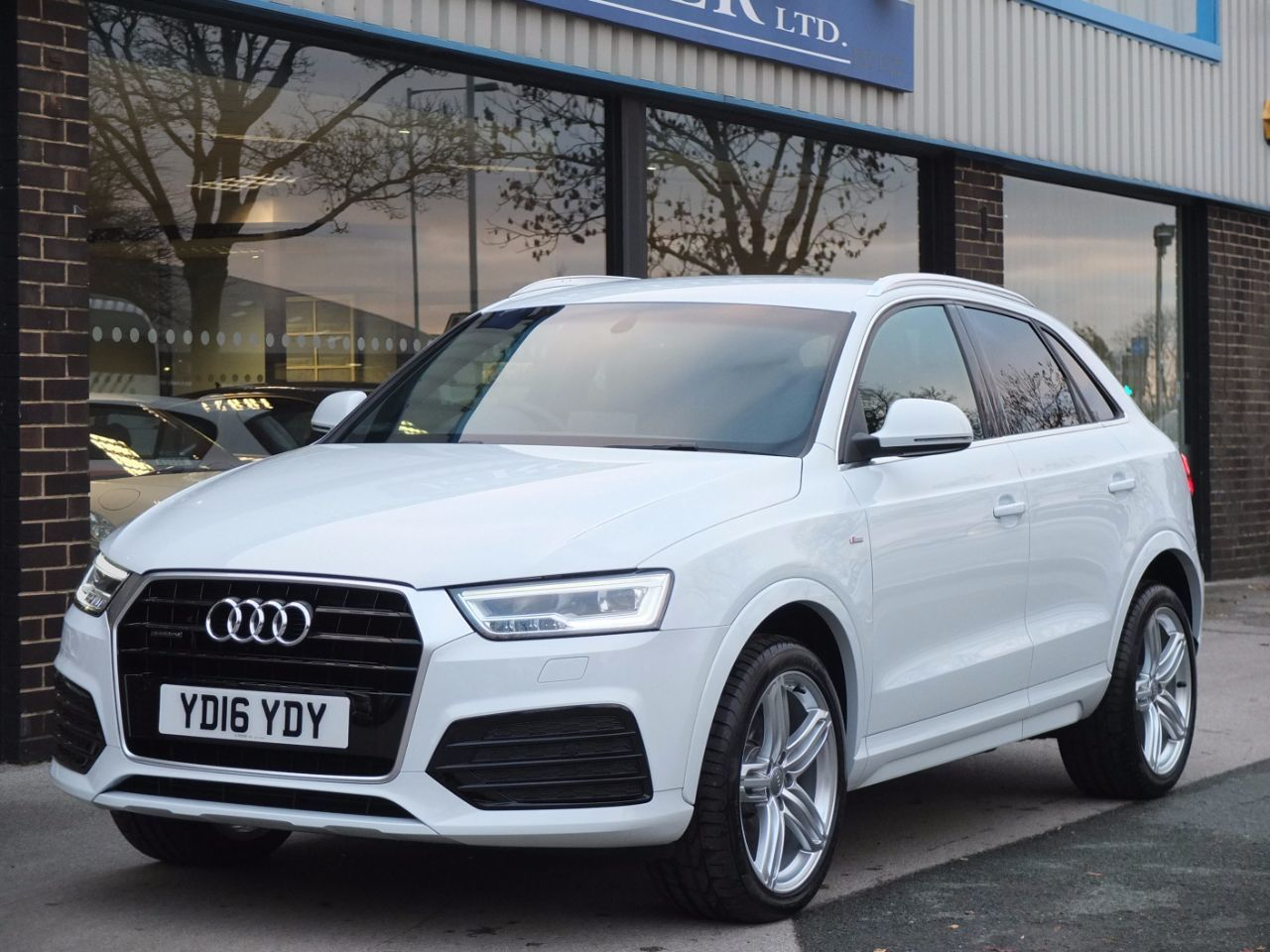 second hand audi q3 q3 2 0tdi quattro s line plus s tronic for sale in bradford west yorkshire. Black Bedroom Furniture Sets. Home Design Ideas