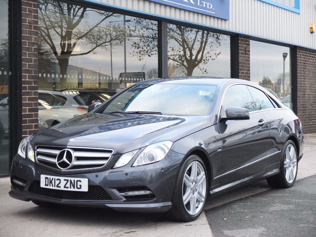 Second hand mercedes benz e class e220 cdi blueefficiency for Mercedes benz second