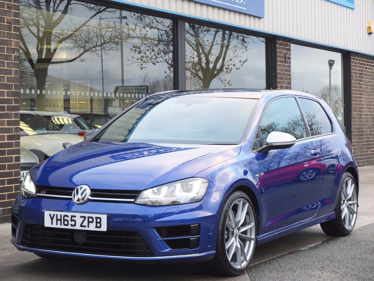 Volkswagen Golf 2.0 TSI 300ps R 4MOTION 3 door Hatchback Petrol Lapiz Blue MetallicVolkswagen Golf 2.0 TSI 300ps R 4MOTION 3 door Hatchback Petrol Lapiz Blue Metallic at fa Roper Ltd Bradford