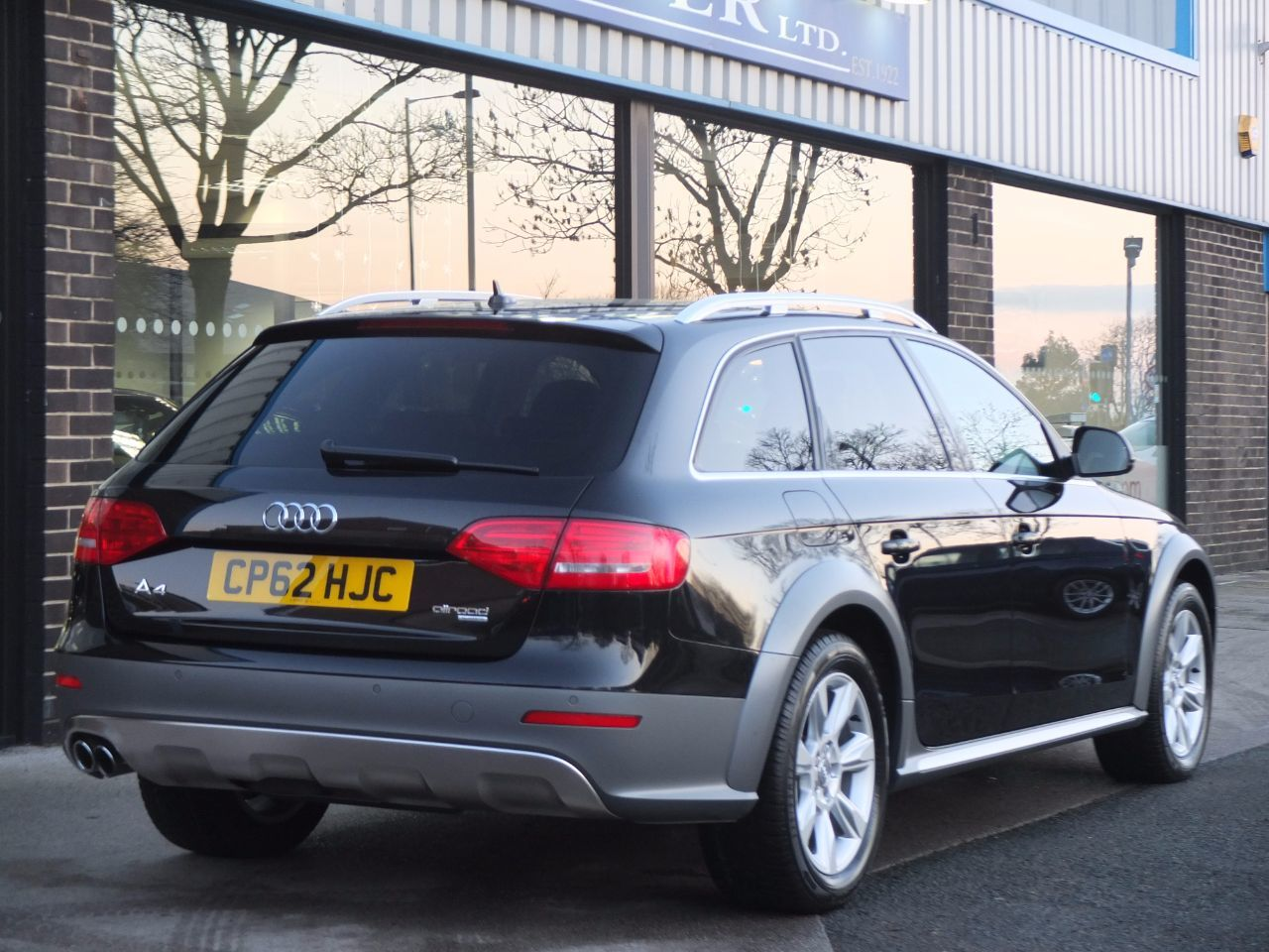 Audi A4 Allroad 2.0 TDI quattro S tronic 177ps Estate Diesel Phantom Black Metallic