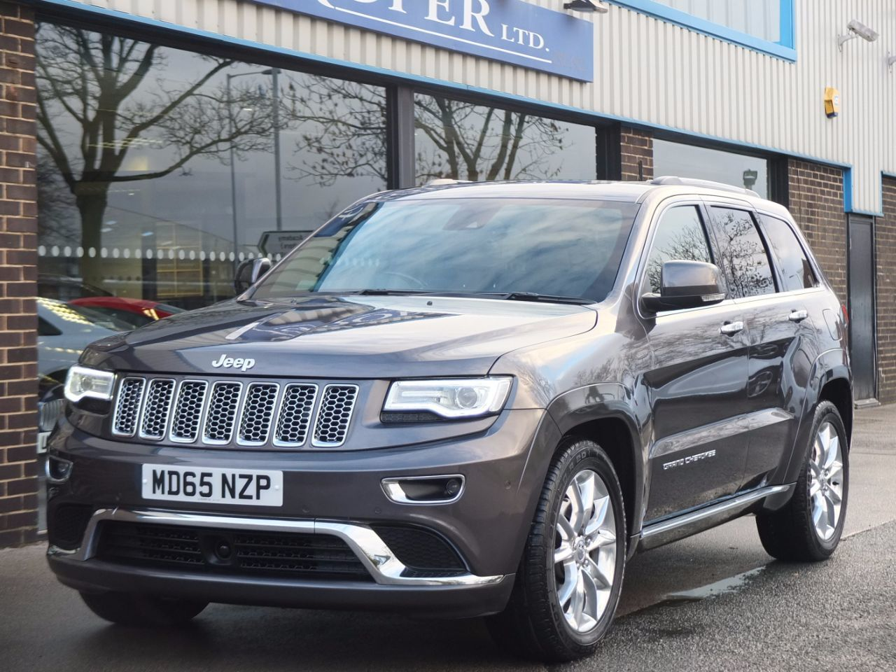 Jeep Grand Cherokee 3.0 CRD Summit Auto Estate Diesel GreyJeep Grand Cherokee 3.0 CRD Summit Auto Estate Diesel Grey at fa Roper Ltd Bradford
