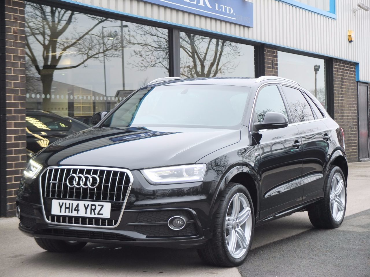 Audi Q3 2.0 TDI quattro S Line Plus S tronic 140ps Estate Diesel Phantom Black MetallicAudi Q3 2.0 TDI quattro S Line Plus S tronic 140ps Estate Diesel Phantom Black Metallic at fa Roper Ltd Bradford