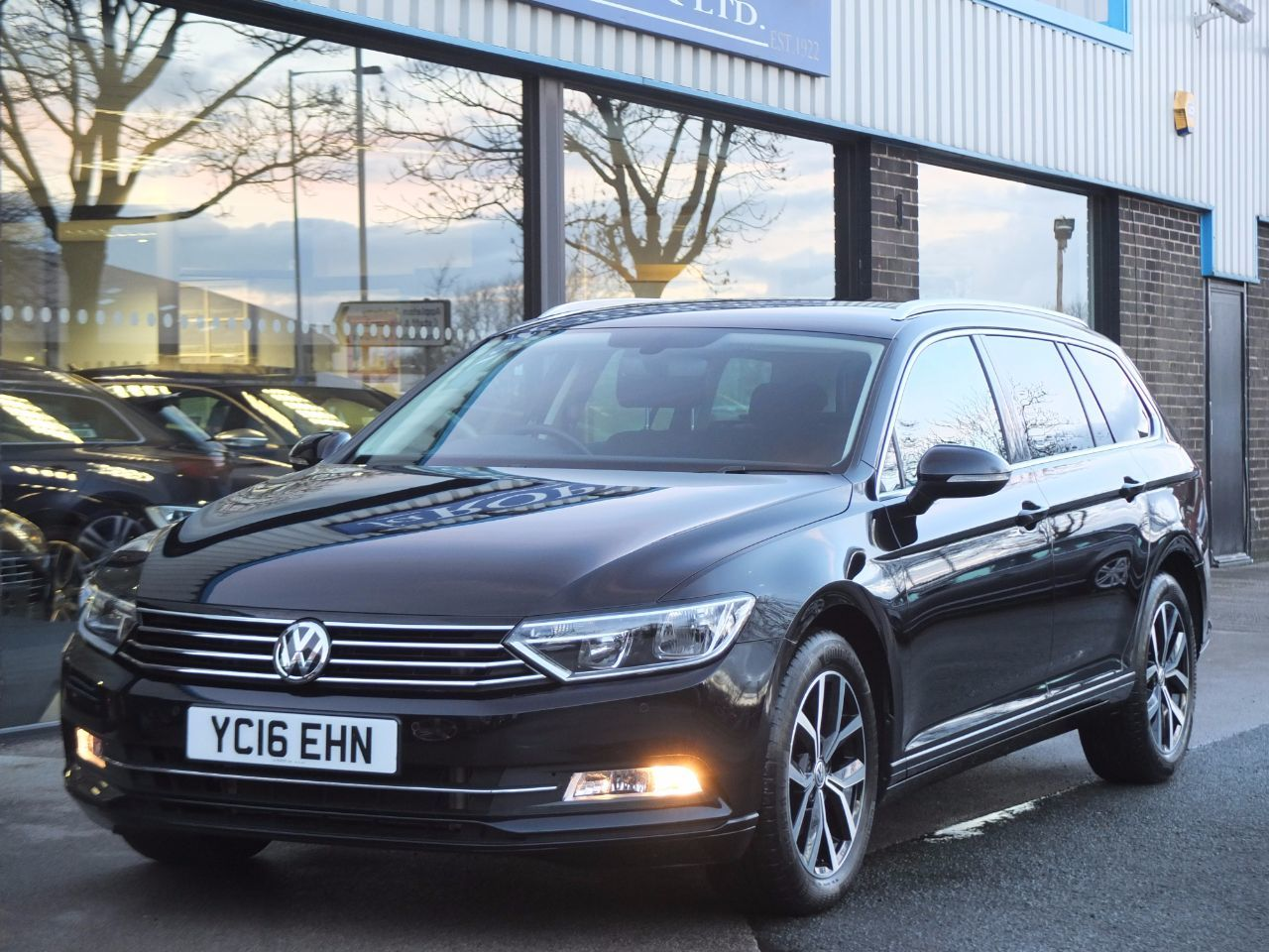 Volkswagen Passat 2.0 TDI SE Business Estate DSG Estate Diesel Deep Black MetallicVolkswagen Passat 2.0 TDI SE Business Estate DSG Estate Diesel Deep Black Metallic at fa Roper Ltd Bradford
