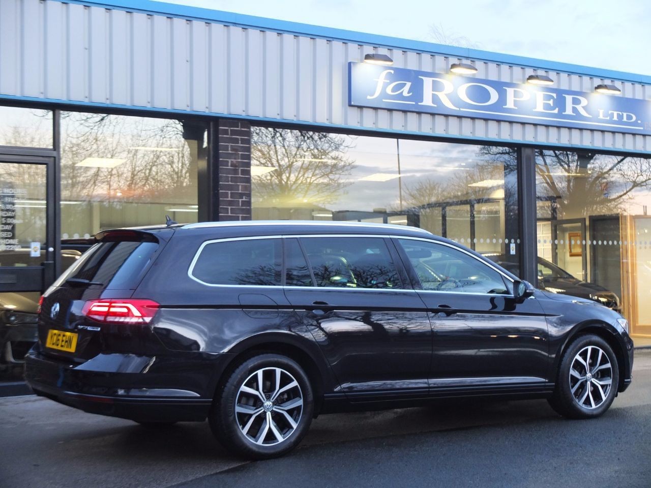Volkswagen Passat 2.0 TDI SE Business Estate DSG Estate Diesel Deep Black Metallic