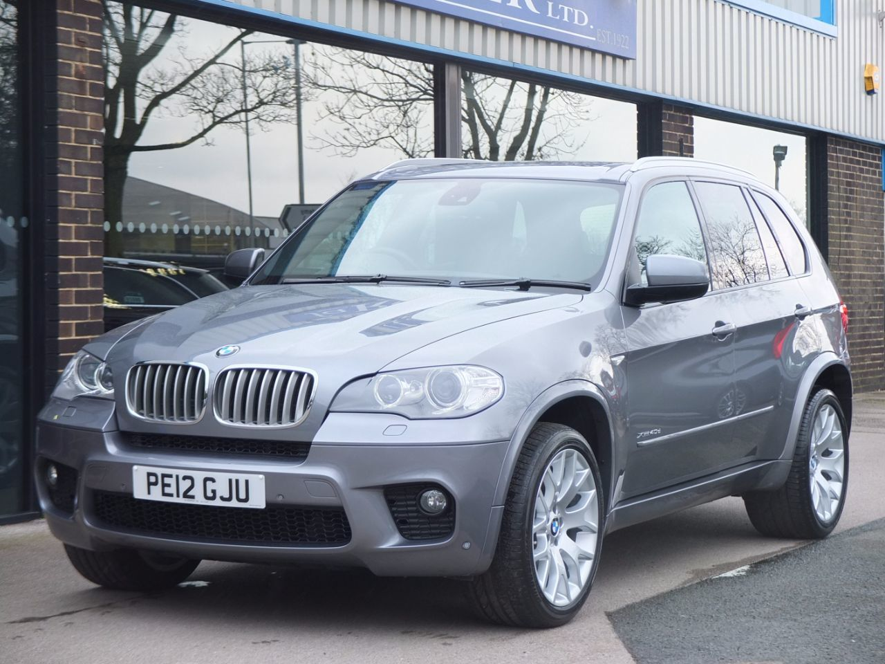 BMW X5 3.0 xDrive40d M-Sport Estate Diesel Space Grey MetallicBMW X5 3.0 xDrive40d M-Sport Estate Diesel Space Grey Metallic at fa Roper Ltd Bradford