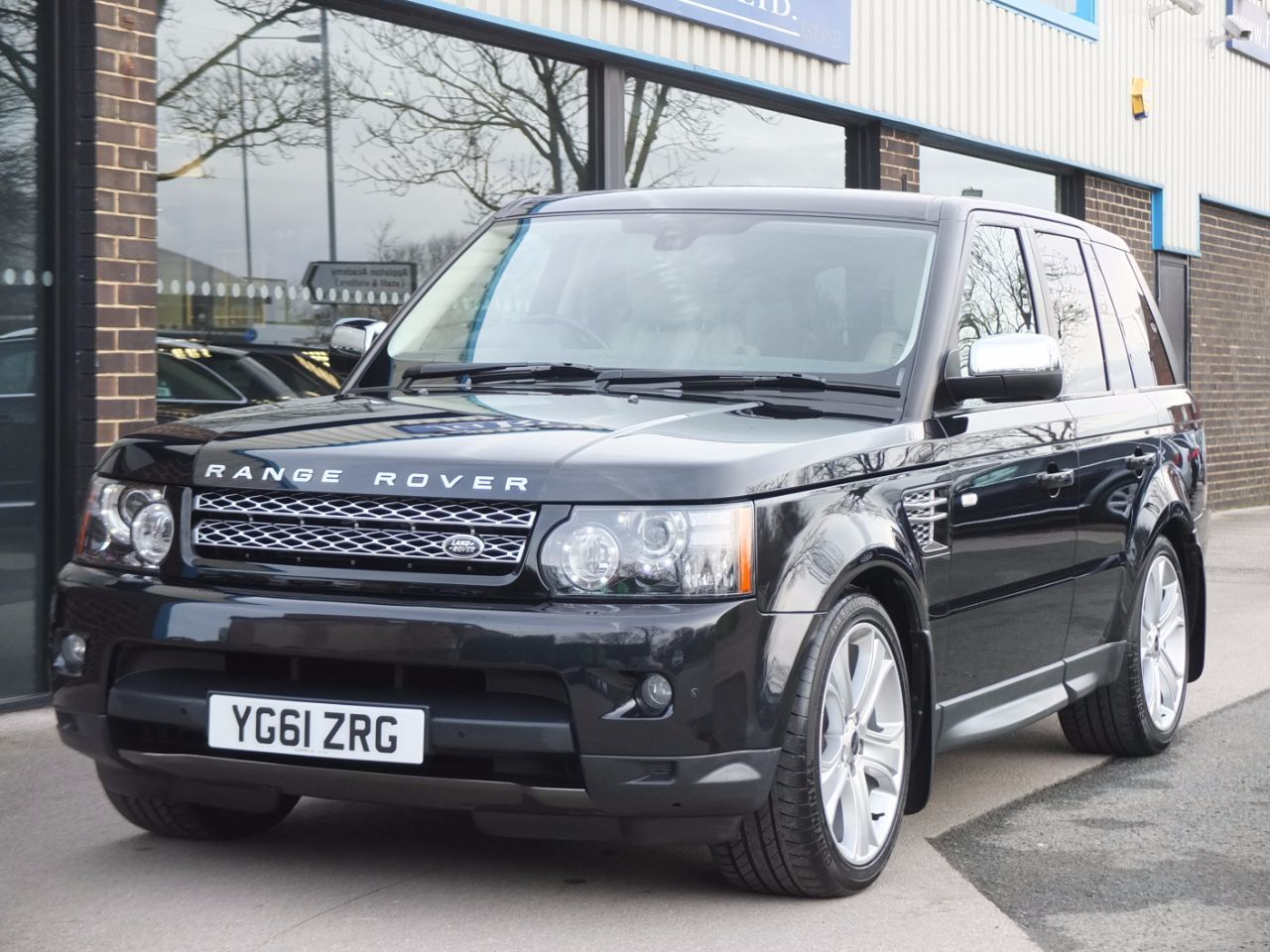 Land Rover Range Rover Sport 3.0 SDV6 HSE Luxury Estate Diesel Sumatra Black MetallicLand Rover Range Rover Sport 3.0 SDV6 HSE Luxury Estate Diesel Sumatra Black Metallic at fa Roper Ltd Bradford