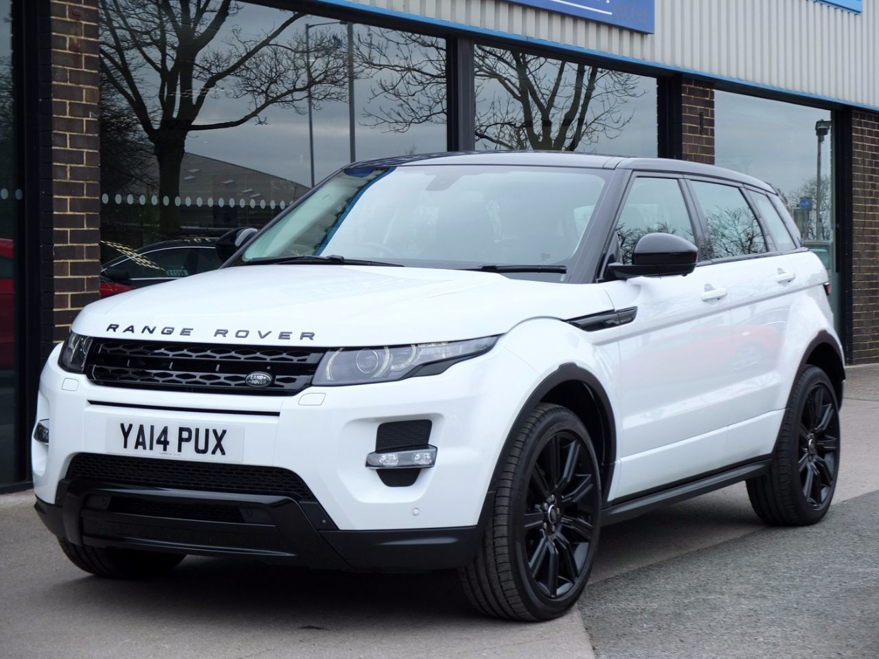 Land Rover Range Rover Evoque 2.2 SD4 Dynamic 5 door Auto [9] LUX Pack Estate Diesel Fuji WhiteLand Rover Range Rover Evoque 2.2 SD4 Dynamic 5 door Auto [9] LUX Pack Estate Diesel Fuji White at fa Roper Ltd Bradford