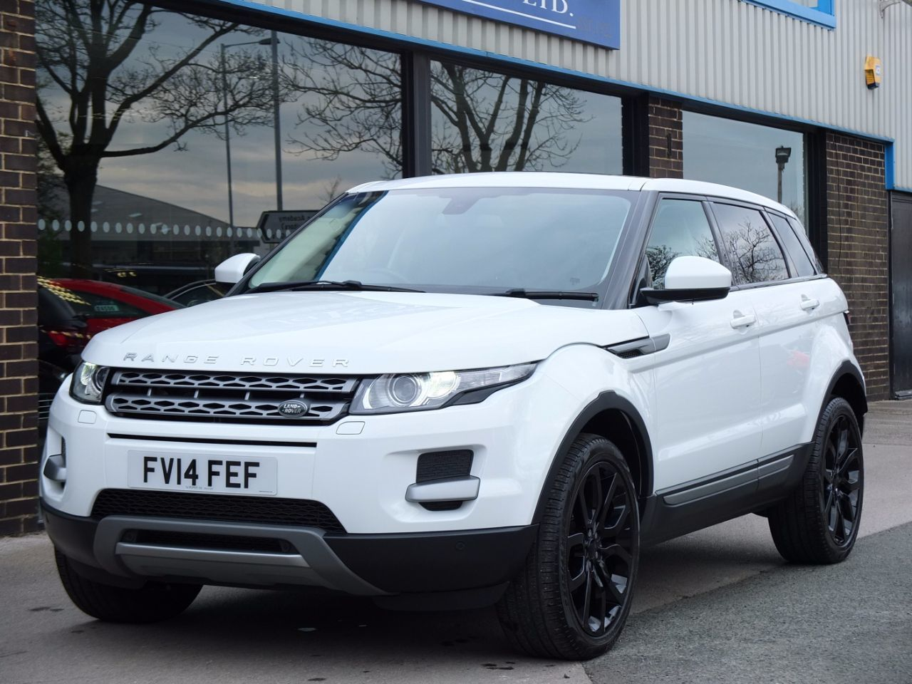 Land Rover Range Rover Evoque 2.2 SD4 Pure Tech 5 door Auto [9] [Tech Pack] Estate Diesel Fuji WhiteLand Rover Range Rover Evoque 2.2 SD4 Pure Tech 5 door Auto [9] [Tech Pack] Estate Diesel Fuji White at fa Roper Ltd Bradford