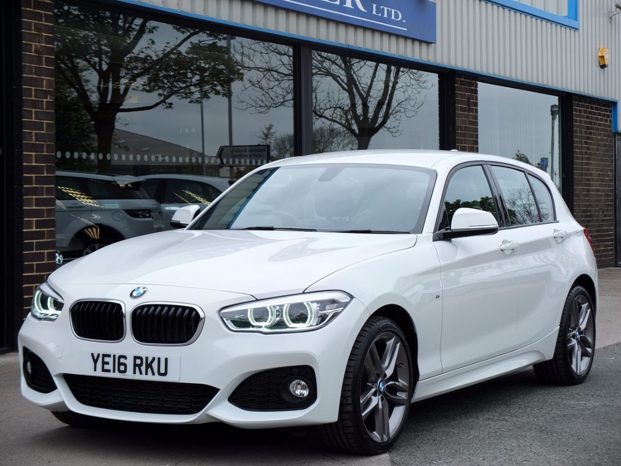 BMW 1 Series 2.0 120d xDrive M Sport 5 door Auto (Leather) 190ps Hatchback Diesel Alpine WhiteBMW 1 Series 2.0 120d xDrive M Sport 5 door Auto (Leather) 190ps Hatchback Diesel Alpine White at fa Roper Ltd Bradford