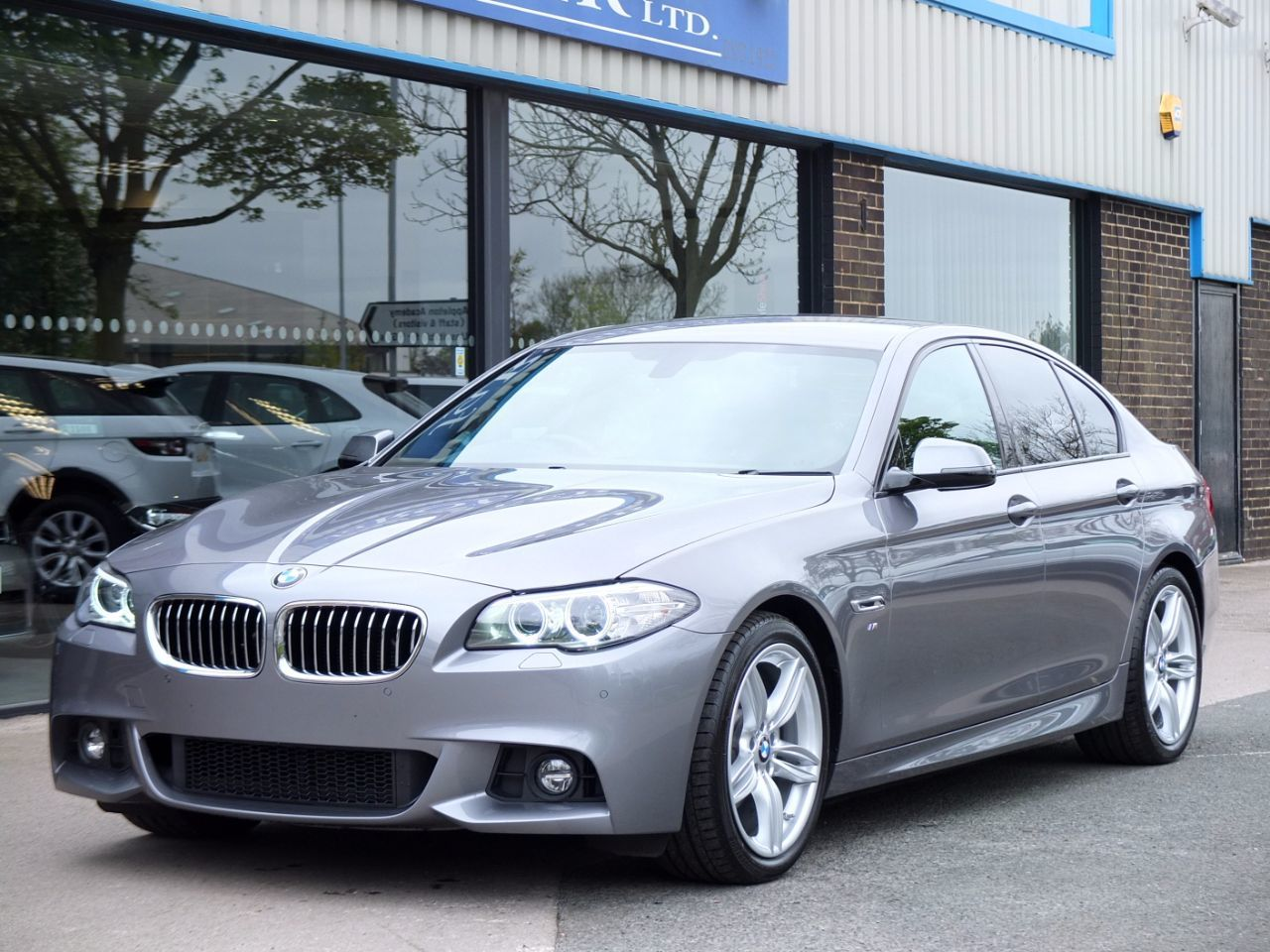 BMW 5 Series 2.0 520d [190] M Sport Plus Pack Auto Saloon Diesel Space Grey MetallicBMW 5 Series 2.0 520d [190] M Sport Plus Pack Auto Saloon Diesel Space Grey Metallic at fa Roper Ltd Bradford