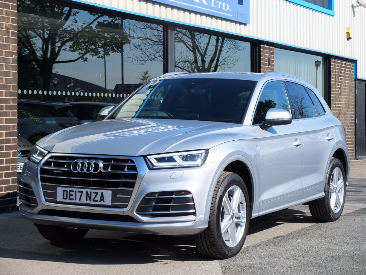 second hand audi q5 2 0 tdi quattro s line s tronic 190ps. Black Bedroom Furniture Sets. Home Design Ideas