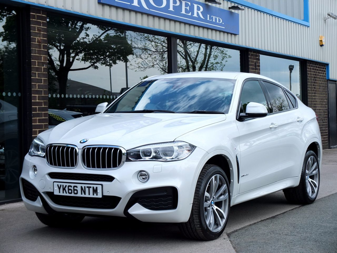 BMW X6 3.0 xDrive40d M Sport Auto Coupe Diesel Mineral White Metallic