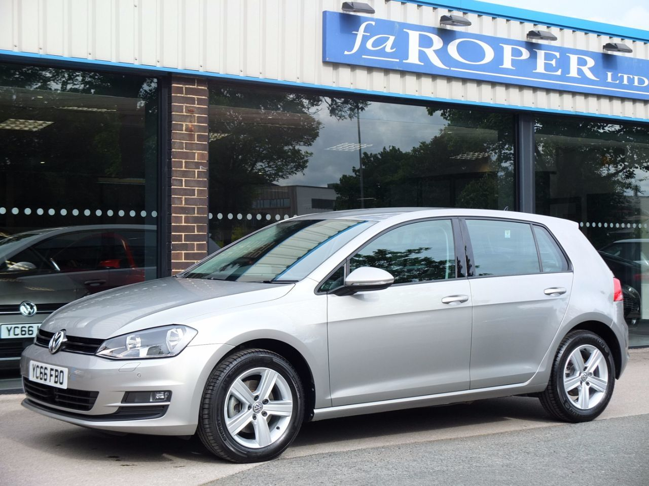 Volkswagen Golf 1.4 TSI 125 Match Edition 5 door Hatchback Petrol Tungsten Silver Metallic