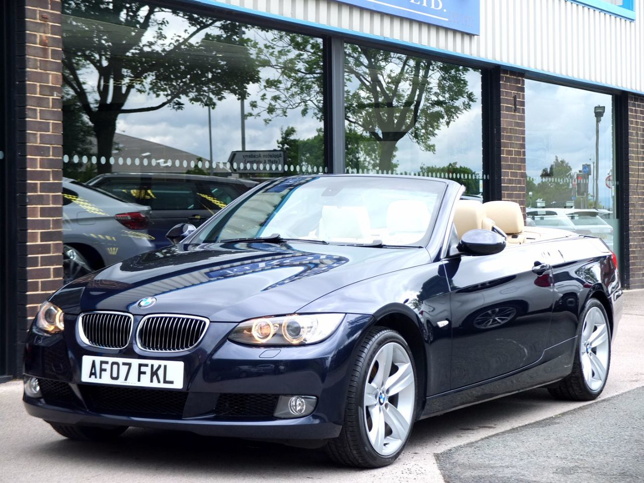 BMW 3 Series 325i SE Convertible 3.0 Convertible Petrol BlueBMW 3 Series 325i SE Convertible 3.0 Convertible Petrol Blue at fa Roper Ltd Bradford