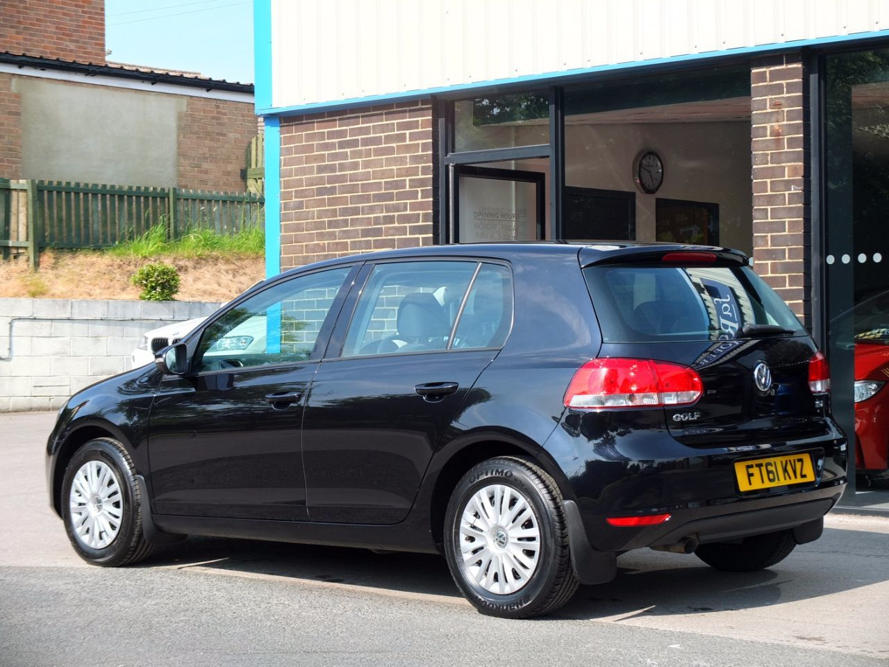 Volkswagen Golf 1.6 TDi 105 S 5 door Hatchback Diesel Deep Black Pearl