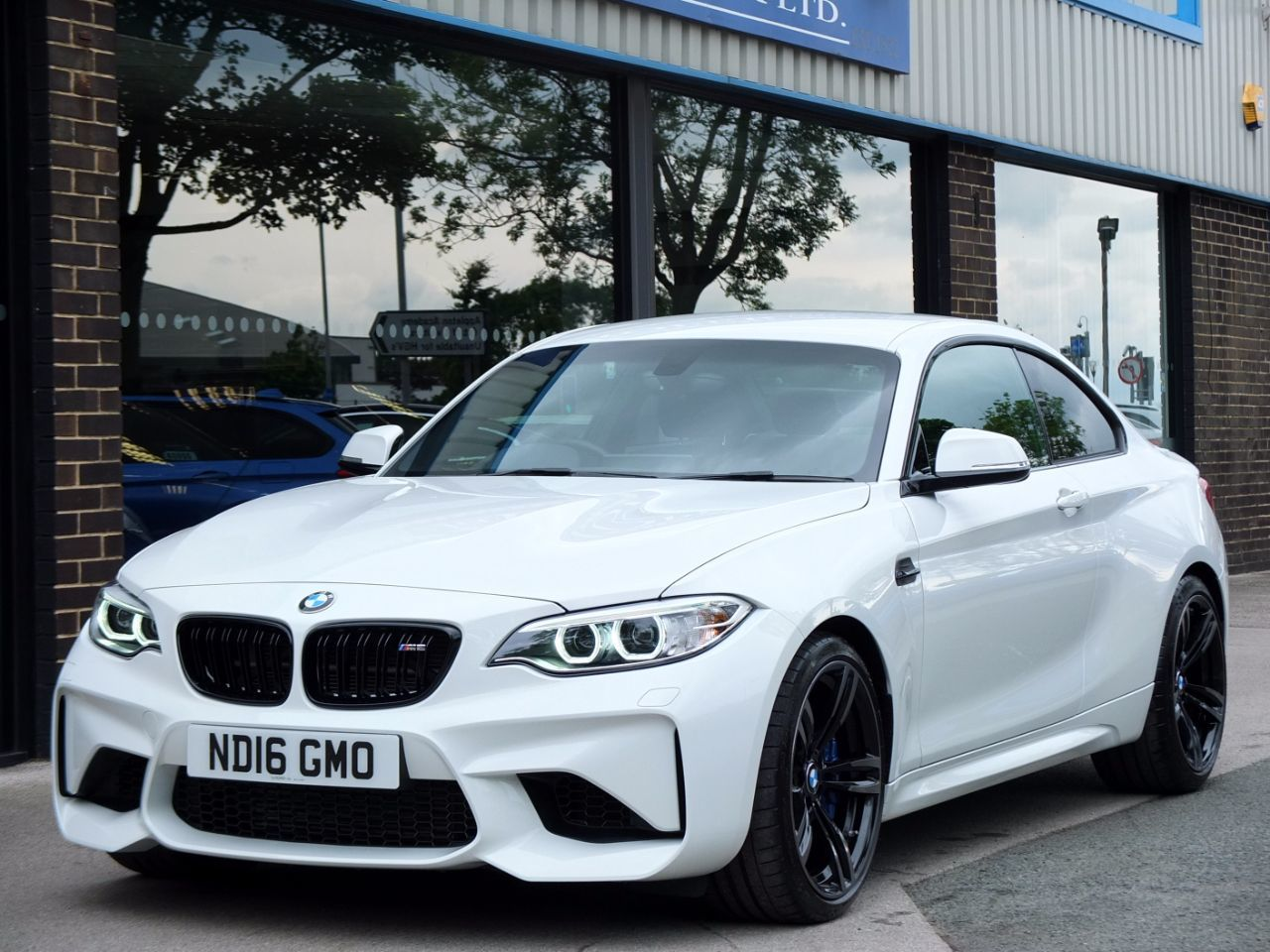 BMW M2 3.0 DCT Coupe Petrol Alpine WhiteBMW M2 3.0 DCT Coupe Petrol Alpine White at fa Roper Ltd Bradford