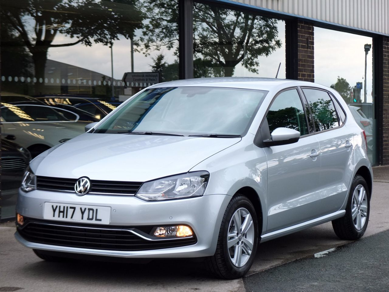 Volkswagen Polo 1.2 TSI Match Edition 5 door Hatchback Petrol Reflex Silver MetallicVolkswagen Polo 1.2 TSI Match Edition 5 door Hatchback Petrol Reflex Silver Metallic at fa Roper Ltd Bradford