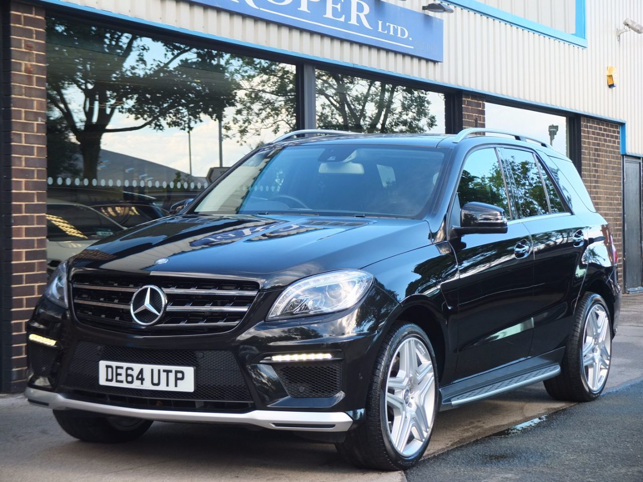 Mercedes-Benz M Class 5.5 ML63 AMG Premium Auto Estate Petrol Obsidian Black MetallicMercedes-Benz M Class 5.5 ML63 AMG Premium Auto Estate Petrol Obsidian Black Metallic at fa Roper Ltd Bradford