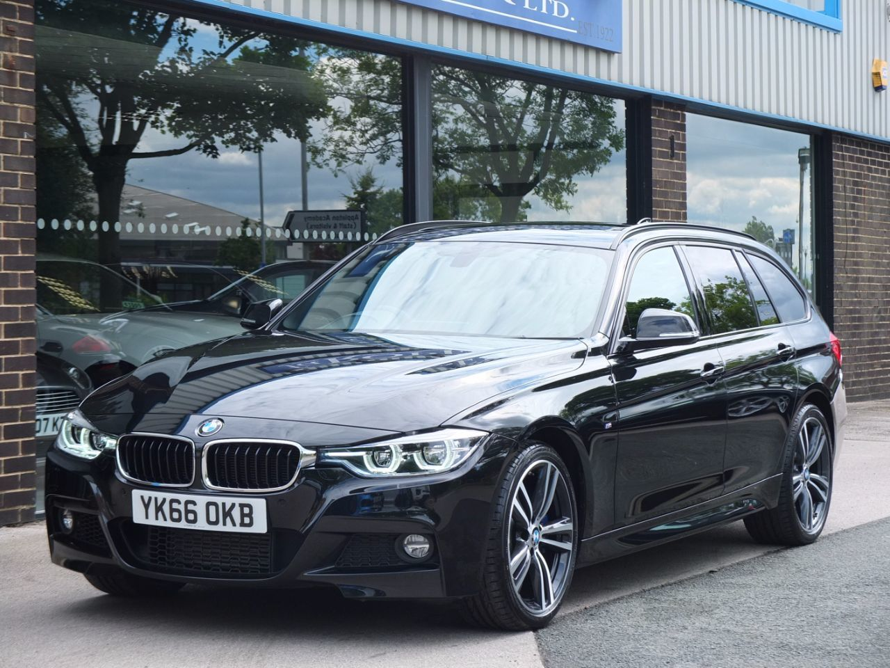 BMW 3 Series 3.0 335d xDrive M Sport Plus Touring Auto Estate Diesel Black Sapphire MetallicBMW 3 Series 3.0 335d xDrive M Sport Plus Touring Auto Estate Diesel Black Sapphire Metallic at fa Roper Ltd Bradford