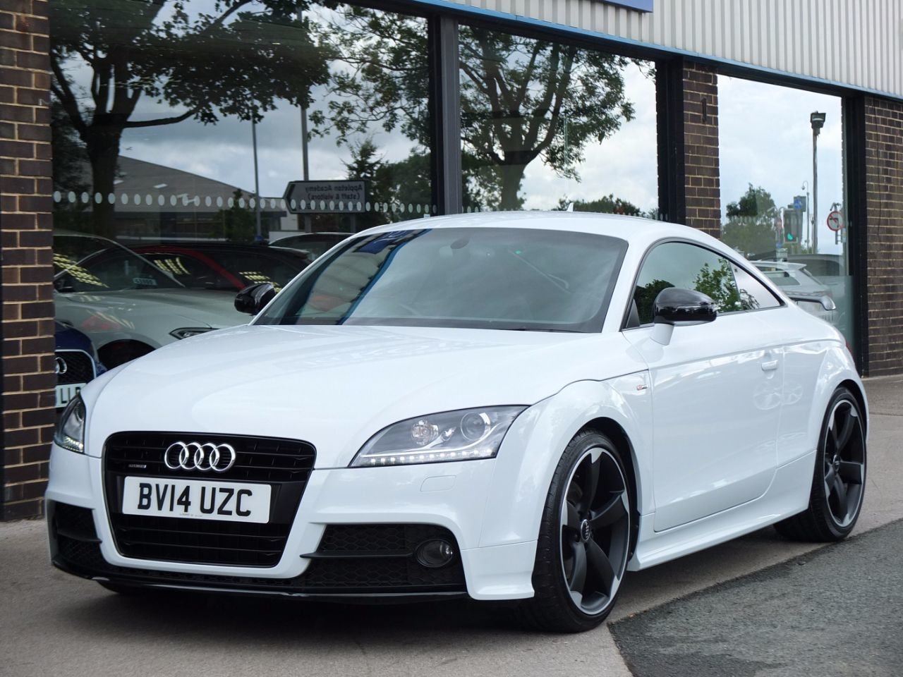 Audi TT 2.0T FSI quattro Black Edition S tronic Amplified Pack Coupe Petrol Glacier White MetallicAudi TT 2.0T FSI quattro Black Edition S tronic Amplified Pack Coupe Petrol Glacier White Metallic at fa Roper Ltd Bradford
