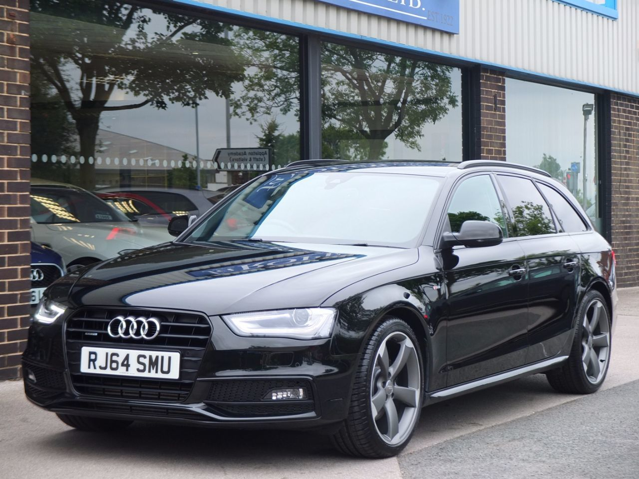 Audi A4 Avant 2.0 TDI 177ps quattro Black Edition S tronic Estate Diesel Mythos Black MetallicAudi A4 Avant 2.0 TDI 177ps quattro Black Edition S tronic Estate Diesel Mythos Black Metallic at fa Roper Ltd Bradford