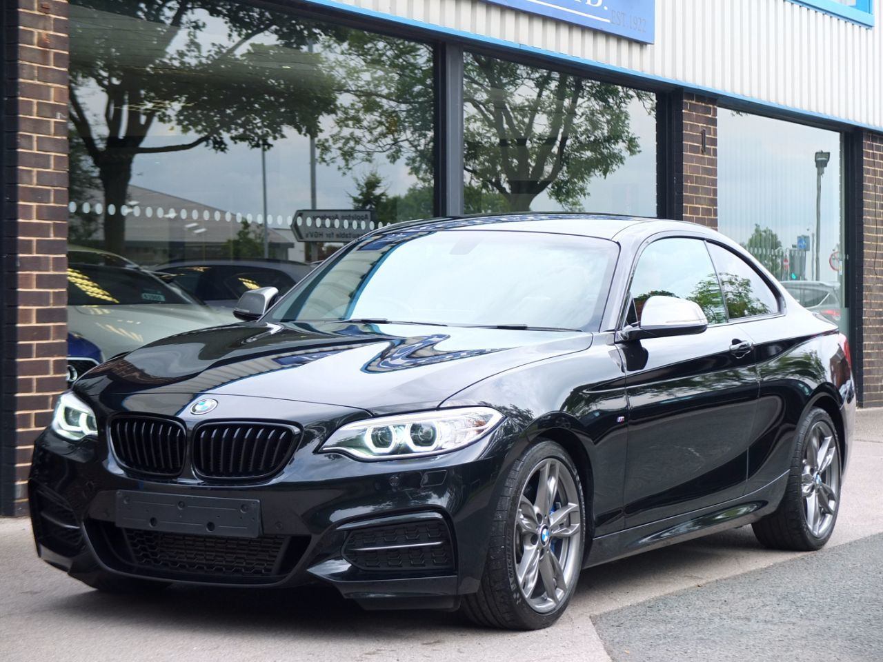 BMW 2 Series 3.0 M235i Auto Coupe Petrol Black Sapphire MetallicBMW 2 Series 3.0 M235i Auto Coupe Petrol Black Sapphire Metallic at fa Roper Ltd Bradford