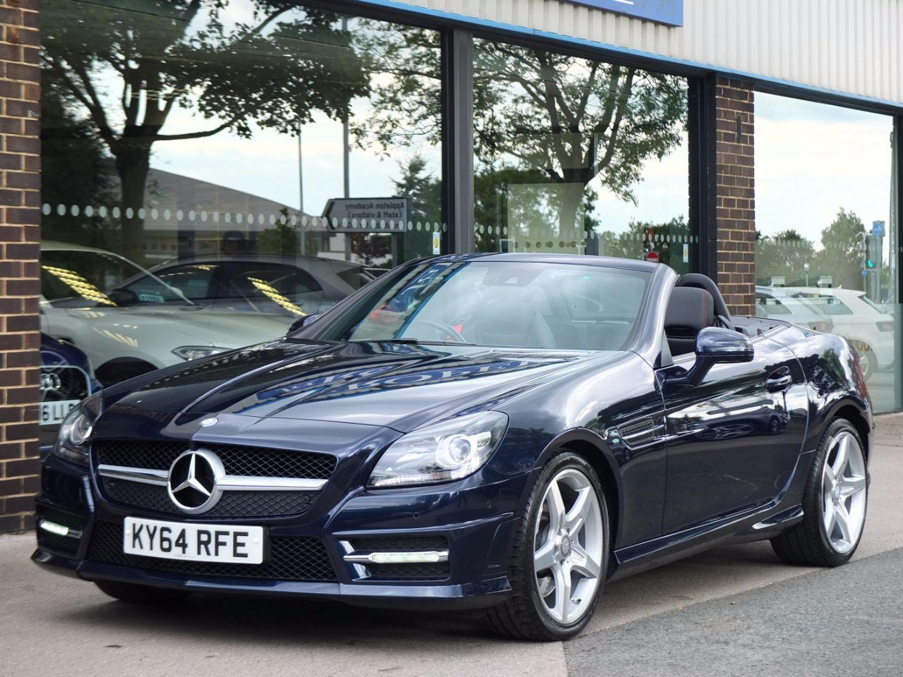 Mercedes-Benz SLK 2.2 250 CDI BlueEFFICIENCY AMG Sport 7G-Tronic Plus Convertible Diesel Cavansite Blue MetallicMercedes-Benz SLK 2.2 250 CDI BlueEFFICIENCY AMG Sport 7G-Tronic Plus Convertible Diesel Cavansite Blue Metallic at fa Roper Ltd Bradford